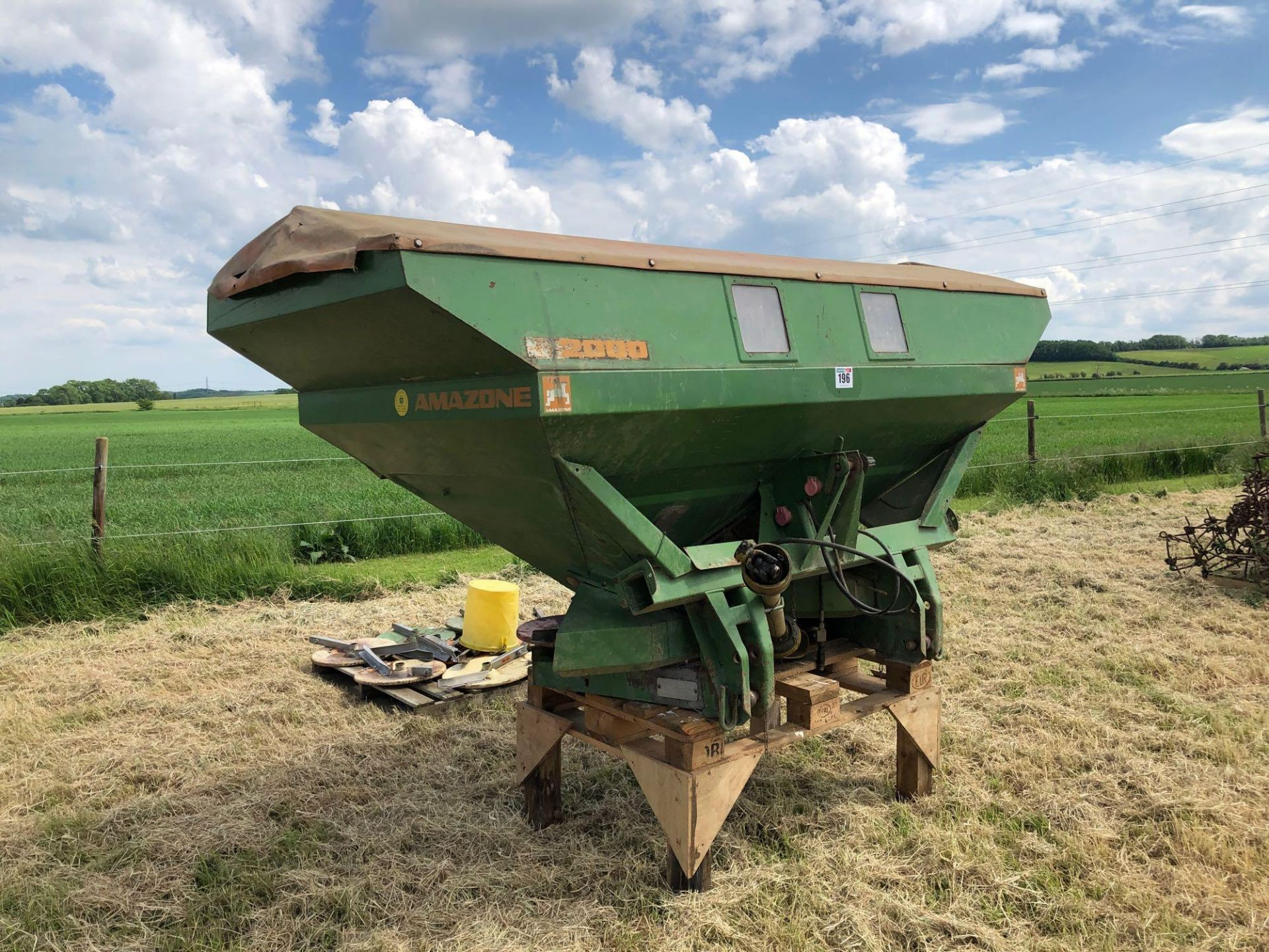 Amazone ZA-M 2000 12-36m fertiliser spreader comes with various discs. Serial No: 09003013 NB: Manua - Image 2 of 9