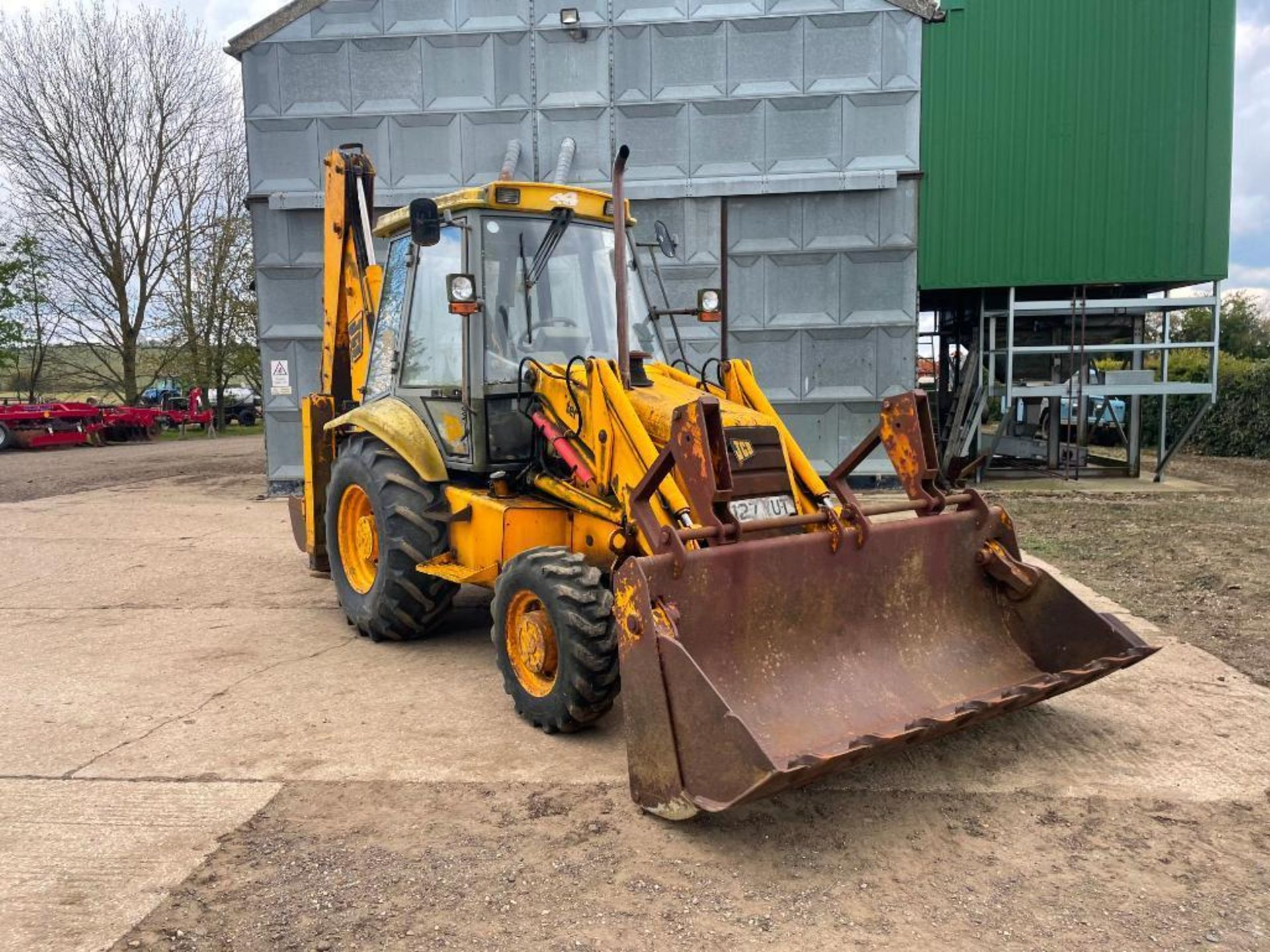 1993 JCB 3CX Sitemaster 4wd back hoe loader with 3 in 1 bucket on 10.5/80-18 front and 18.4-26 rear - Image 10 of 14