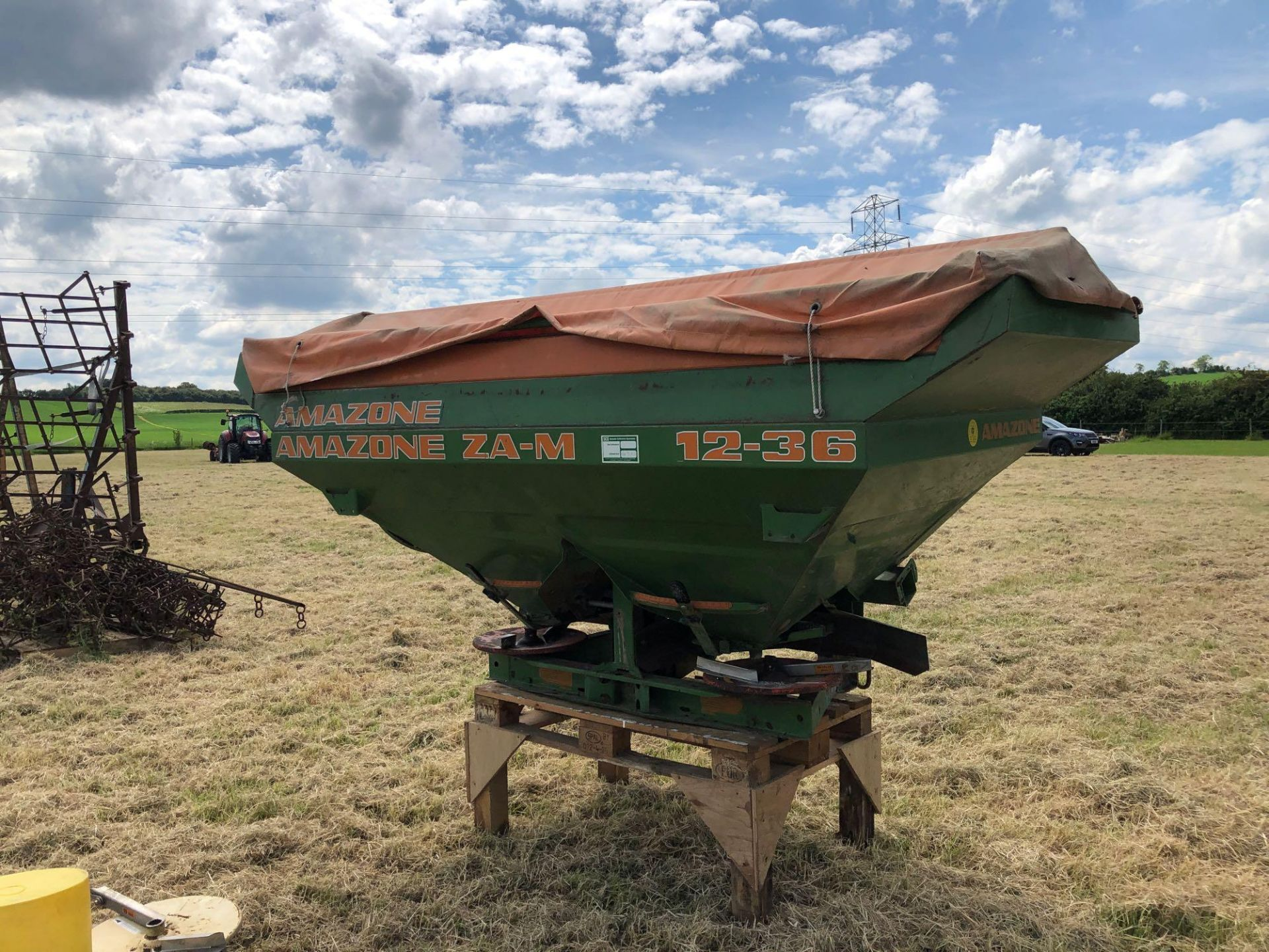 Amazone ZA-M 2000 12-36m fertiliser spreader comes with various discs. Serial No: 09003013 NB: Manua - Image 5 of 9