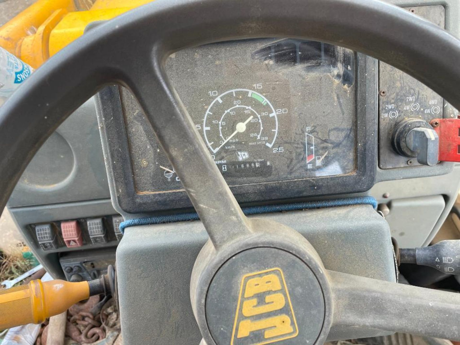 1993 JCB 3CX Sitemaster 4wd back hoe loader with 3 in 1 bucket on 10.5/80-18 front and 18.4-26 rear - Image 13 of 14