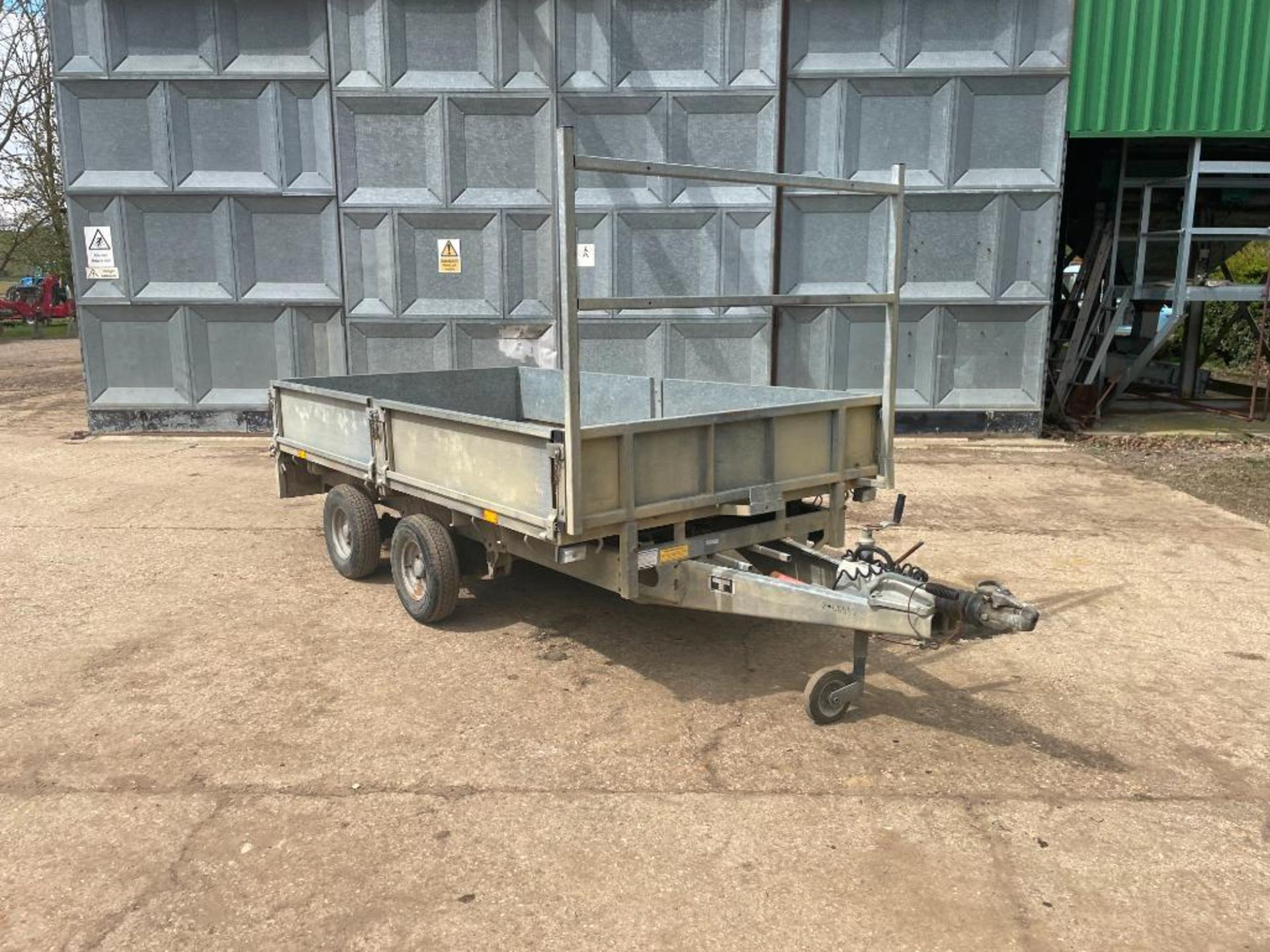 Ifor Williams LT105G 10ft twin axle flat bed trailer with front ladder and aluminium ramps on 145R10 - Image 5 of 12