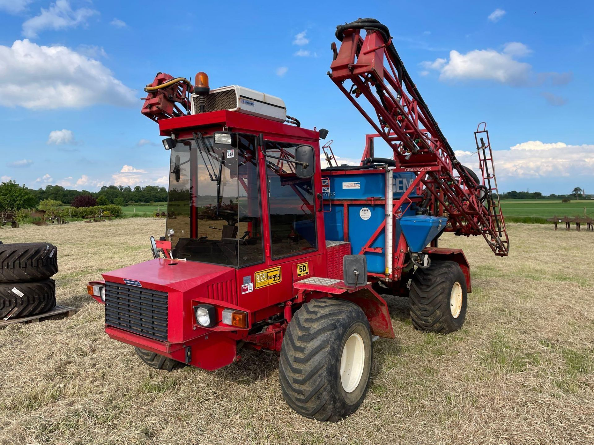 1995 Frazier Agri-Buggy SD with GEM 24m self propelled sprayer, 1500l tank on 38x20.00-16 wheels and