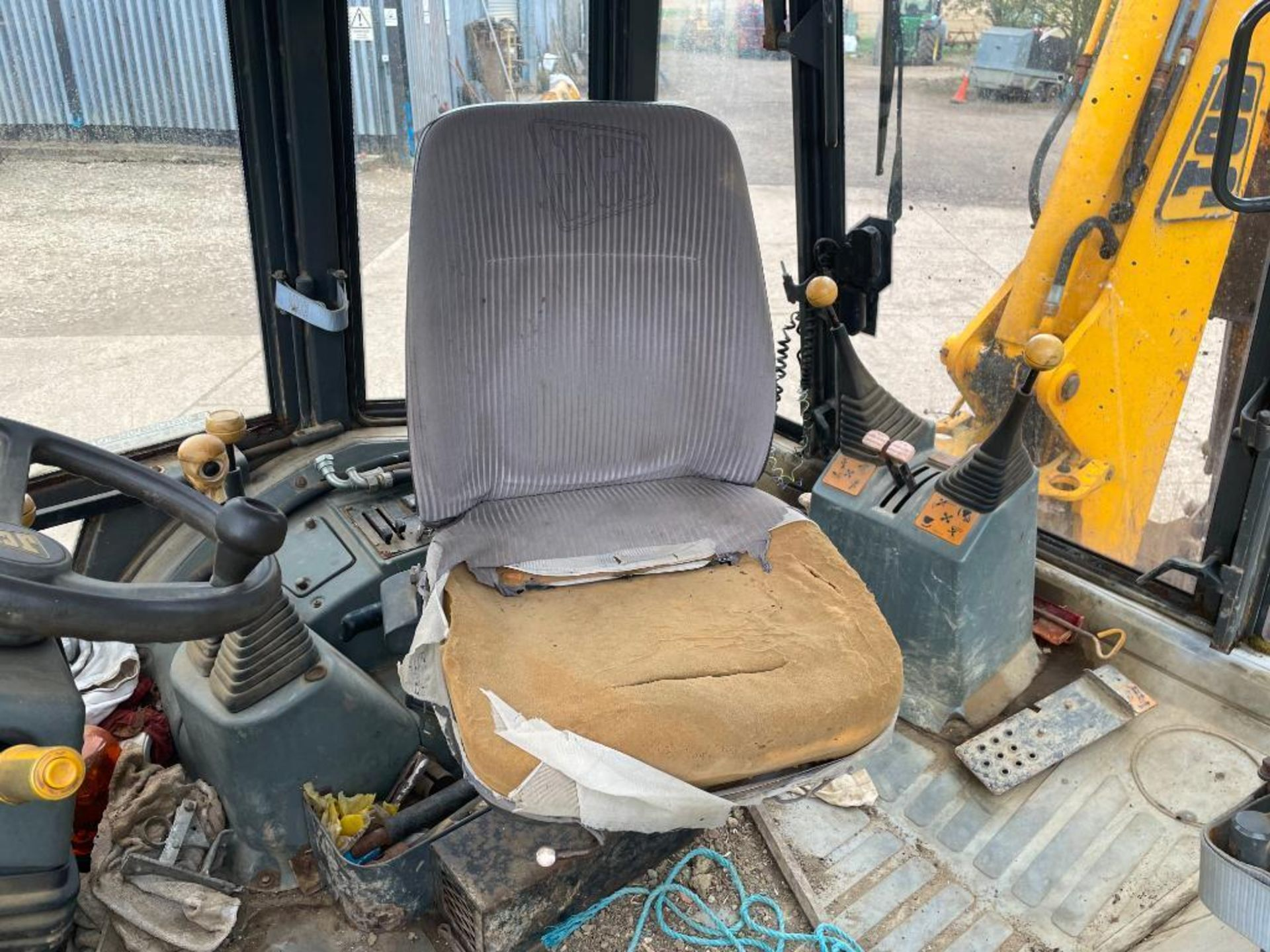 1993 JCB 3CX Sitemaster 4wd back hoe loader with 3 in 1 bucket on 10.5/80-18 front and 18.4-26 rear - Image 11 of 14