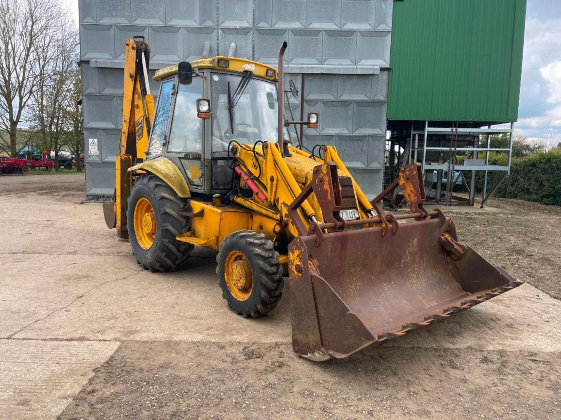 1993 JCB 3CX Sitemaster 4wd back hoe loader with 3 in 1 bucket on 10.5/80-18 front and 18.4-26 rear - Image 9 of 14