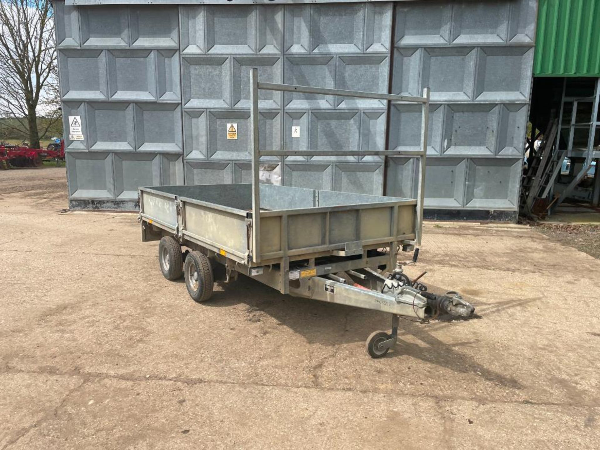 Ifor Williams LT105G 10ft twin axle flat bed trailer with front ladder and aluminium ramps on 145R10 - Image 6 of 12