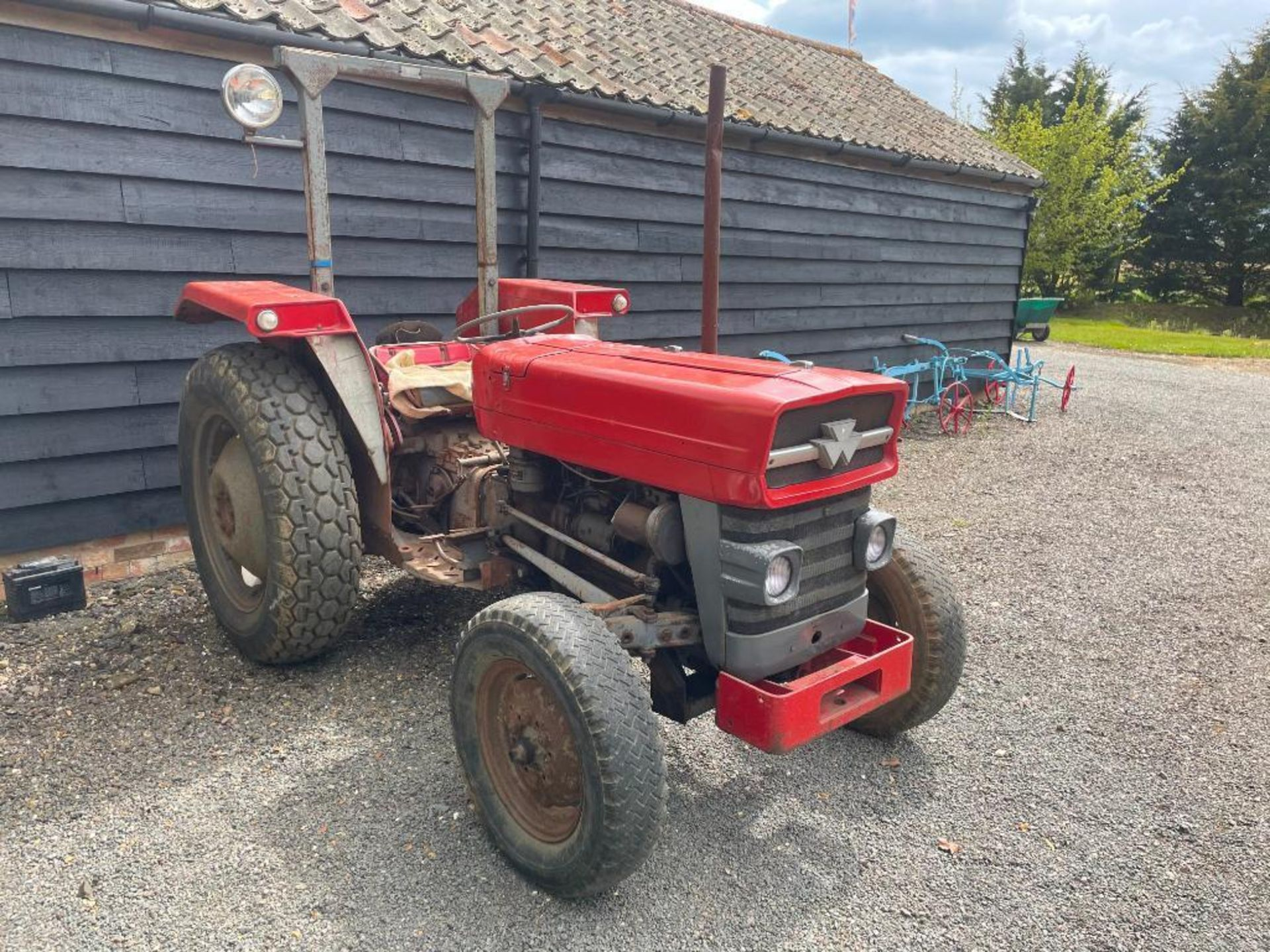 Massey Ferguson 135 2wd tractor with roll bar on 205R16 front and 12.4-28 rear wheels and tyres, die - Image 3 of 9