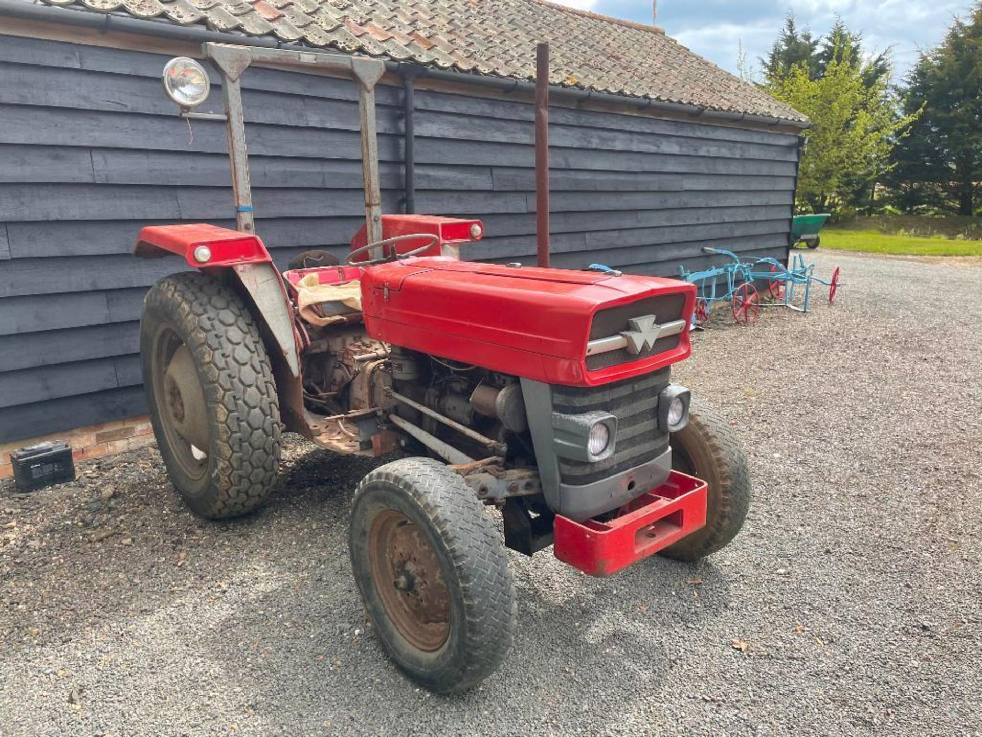 Massey Ferguson 135 2wd tractor with roll bar on 205R16 front and 12.4-28 rear wheels and tyres, die - Image 4 of 9