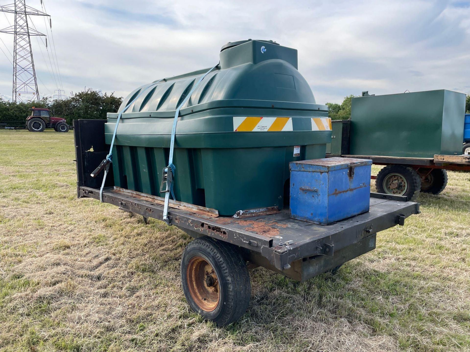 10 ft single axle trailer, wooden floor with Balmoral 2500l tank and 12v electric pump - Image 3 of 5