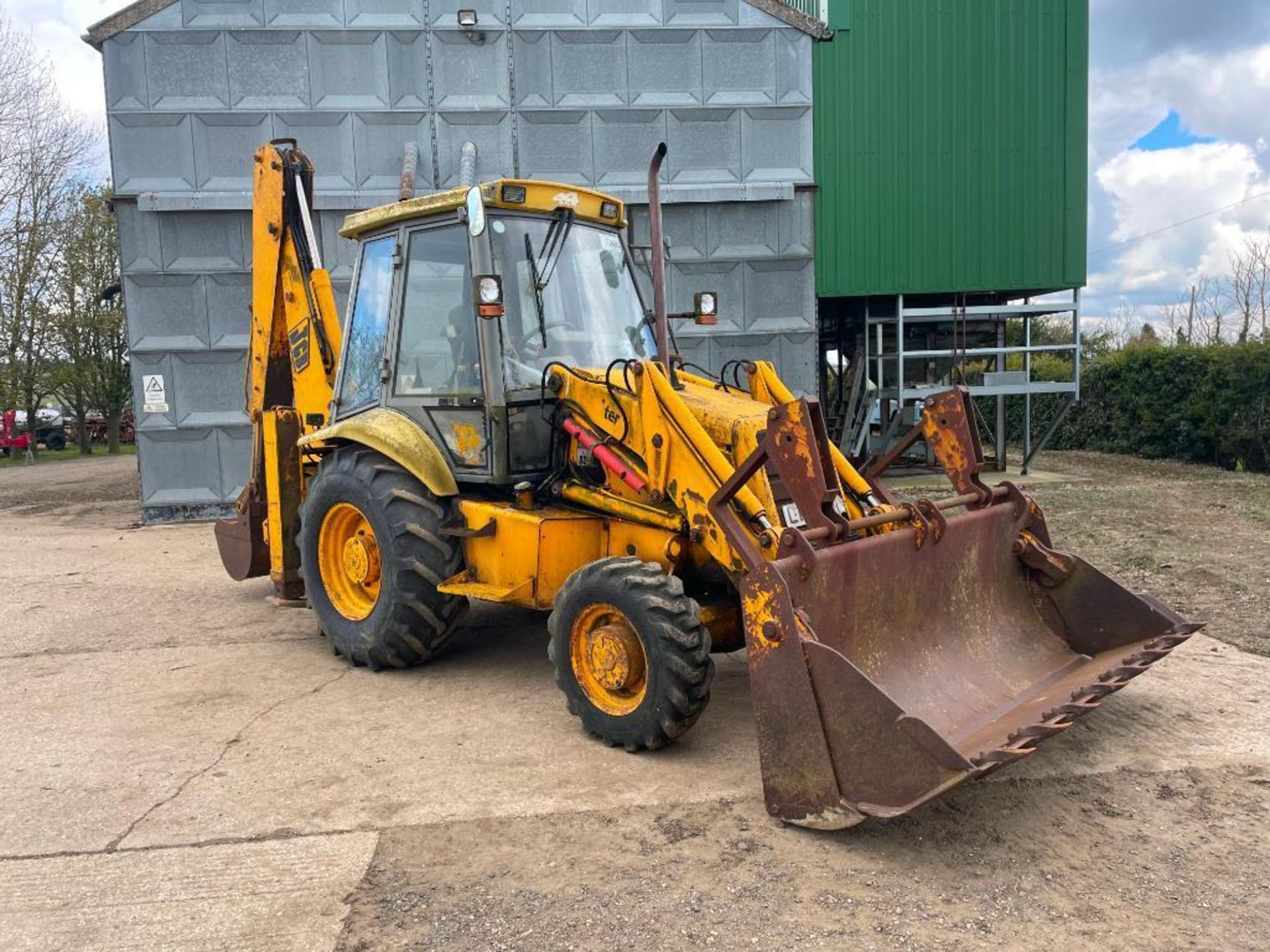 1993 JCB 3CX Sitemaster 4wd back hoe loader with 3 in 1 bucket on 10.5/80-18 front and 18.4-26 rear - Image 8 of 14
