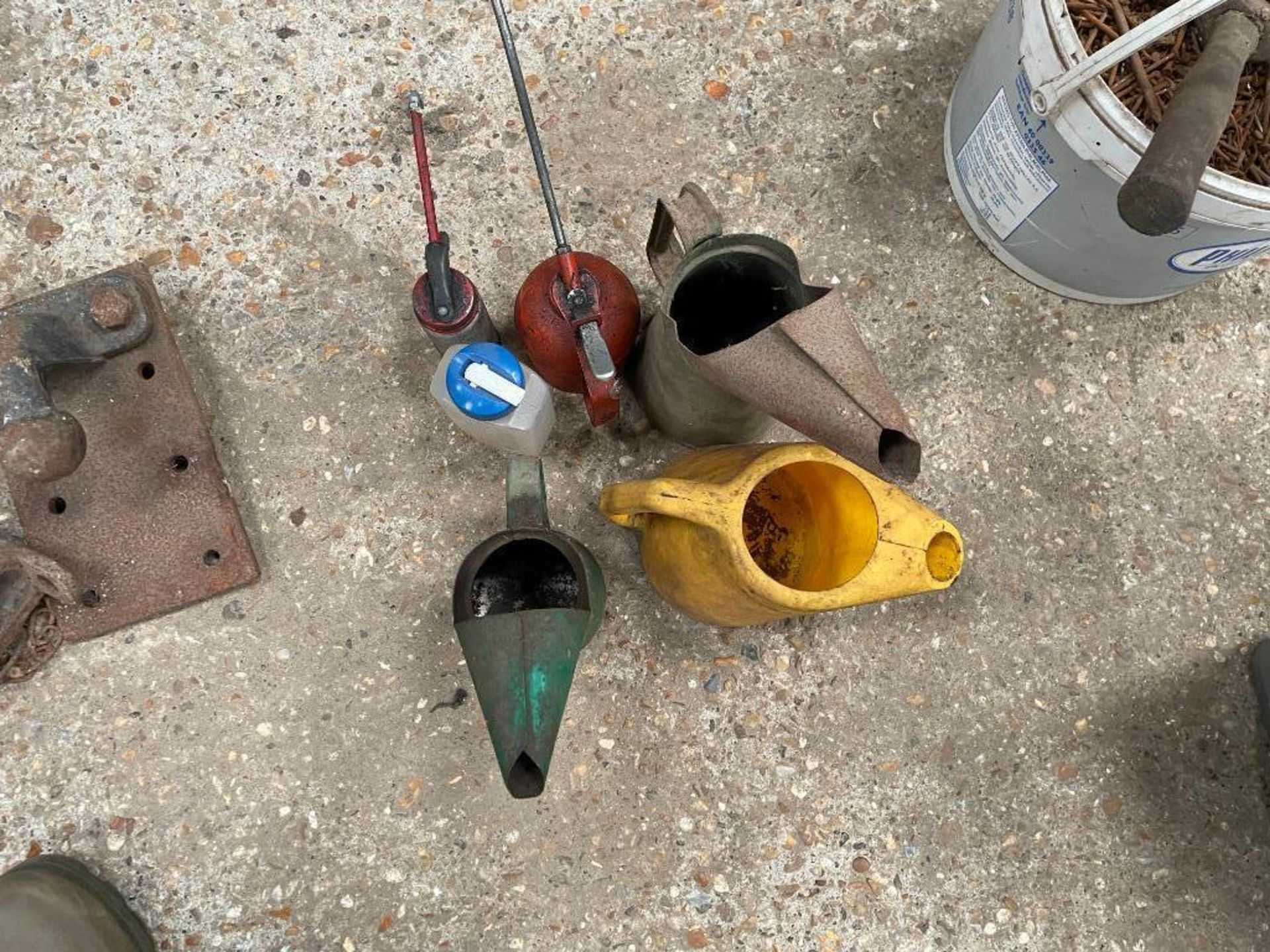 Quantity oil cans and jugs - Image 2 of 2