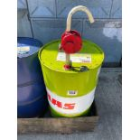 Quantity 15W40 oil with manual pump