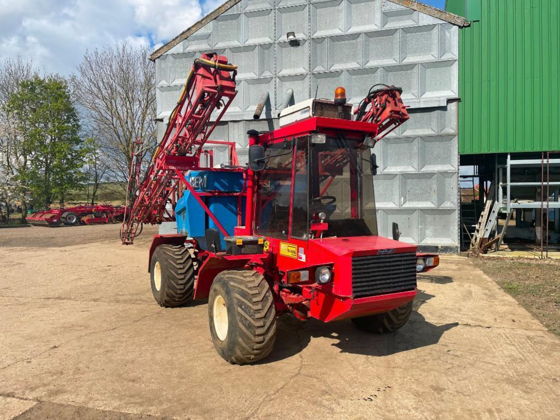 1995 Frazier Agri-Buggy SD with GEM 24m self propelled sprayer, 1500l tank on 38x20.00-16 wheels and - Image 9 of 27