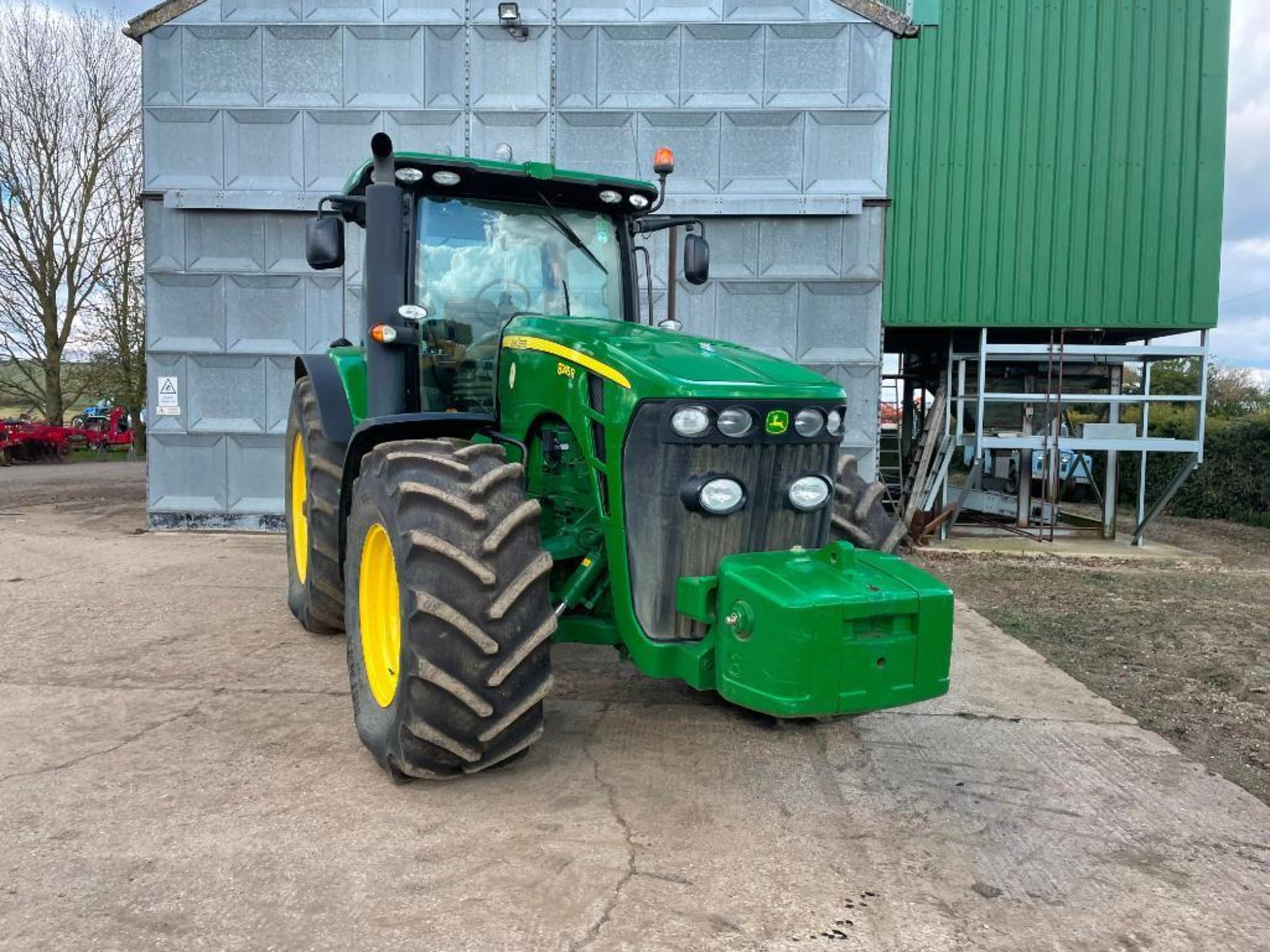 2011 John Deere 8245R 40kph Powershift with 4 electric spools, TLS front suspension and 900kg front - Image 16 of 18