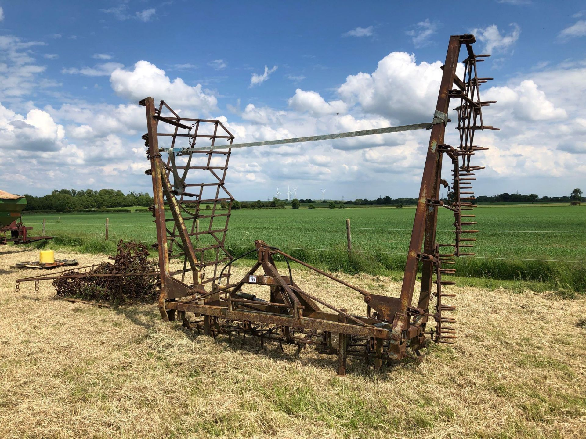 Parmiter 9m seed harrows, hydraulic folding, linkage mounted - Image 2 of 5