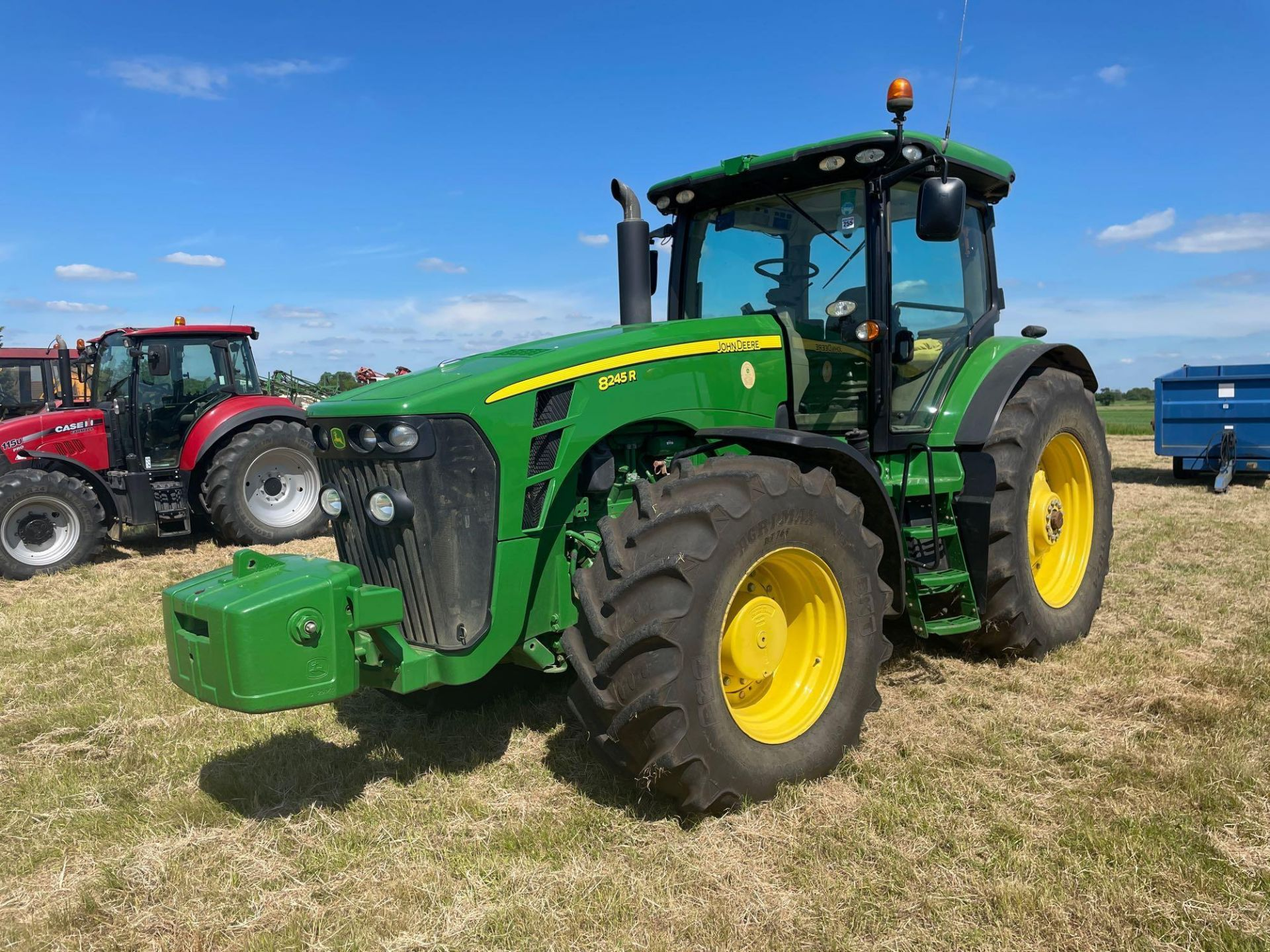 2011 John Deere 8245R 40kph Powershift with 4 electric spools, TLS front suspension and 900kg front