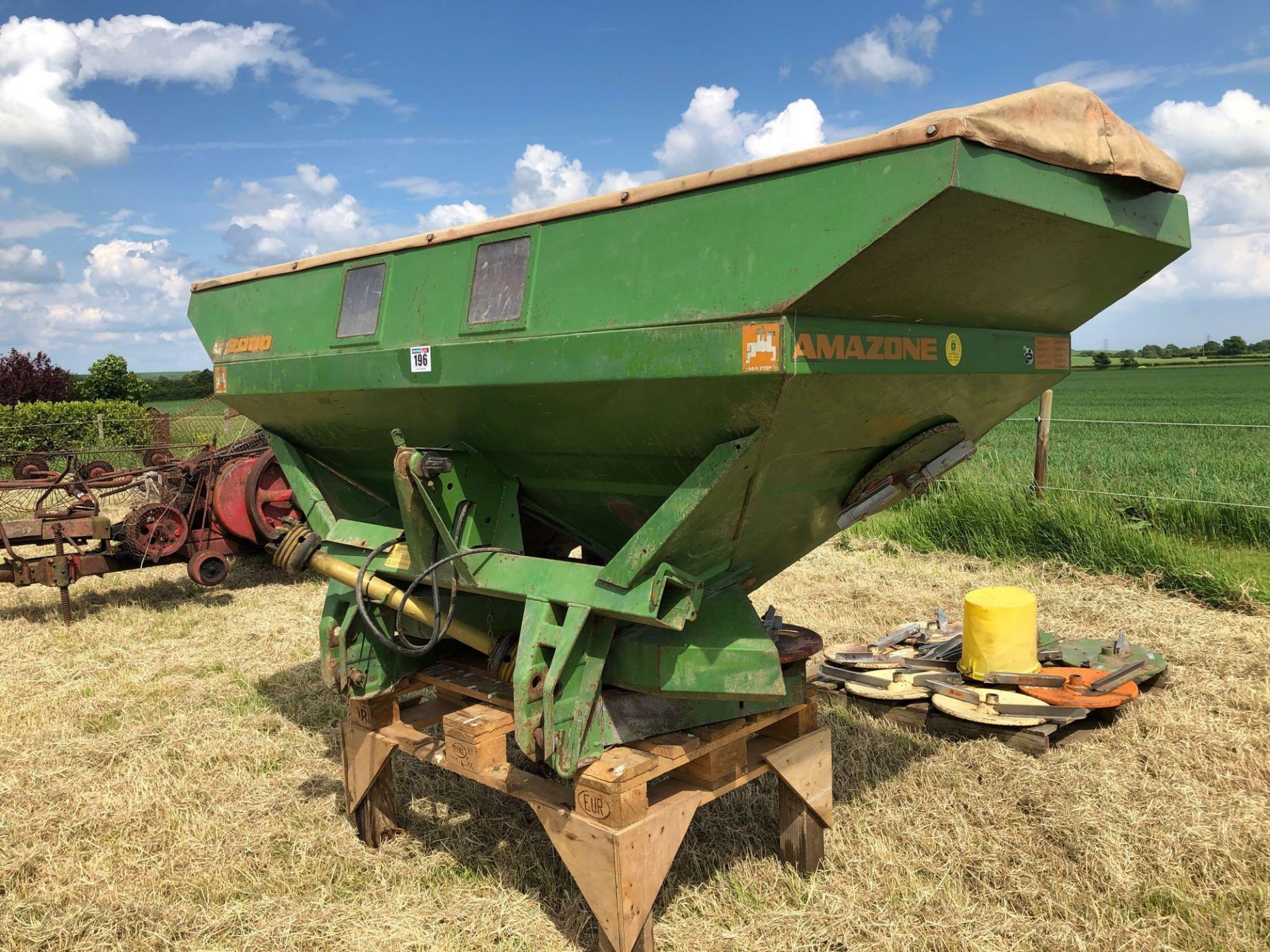 Amazone ZA-M 2000 12-36m fertiliser spreader comes with various discs. Serial No: 09003013 NB: Manua - Image 7 of 9