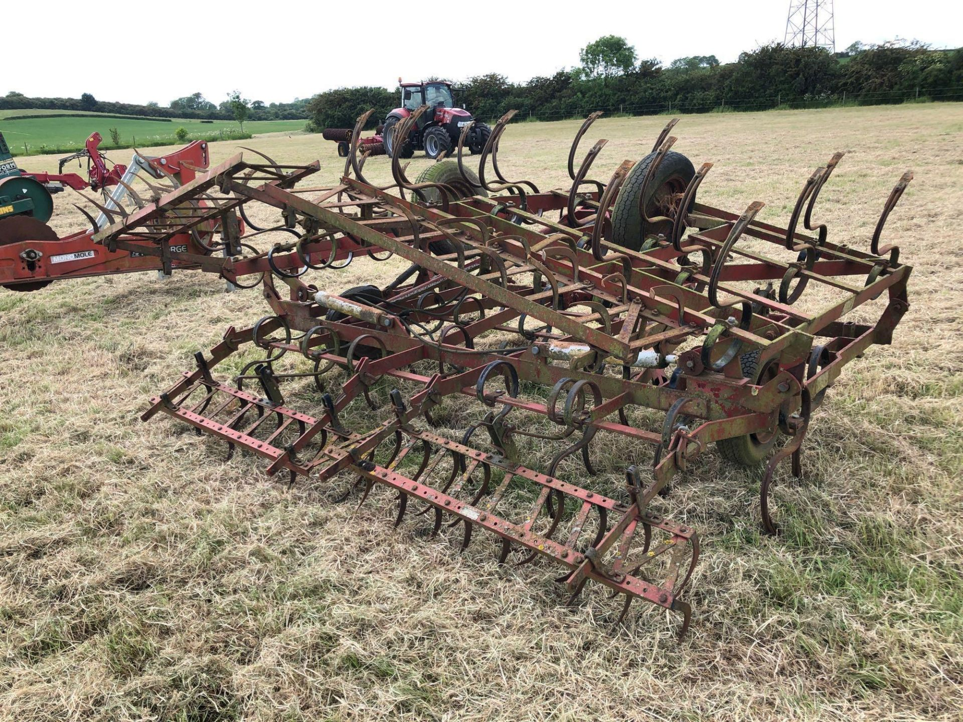 Kongskilde Triple K spring tine cultivator 5.7m, linkage mounted, hydraulic folding. Serial No: 0111 - Image 3 of 5