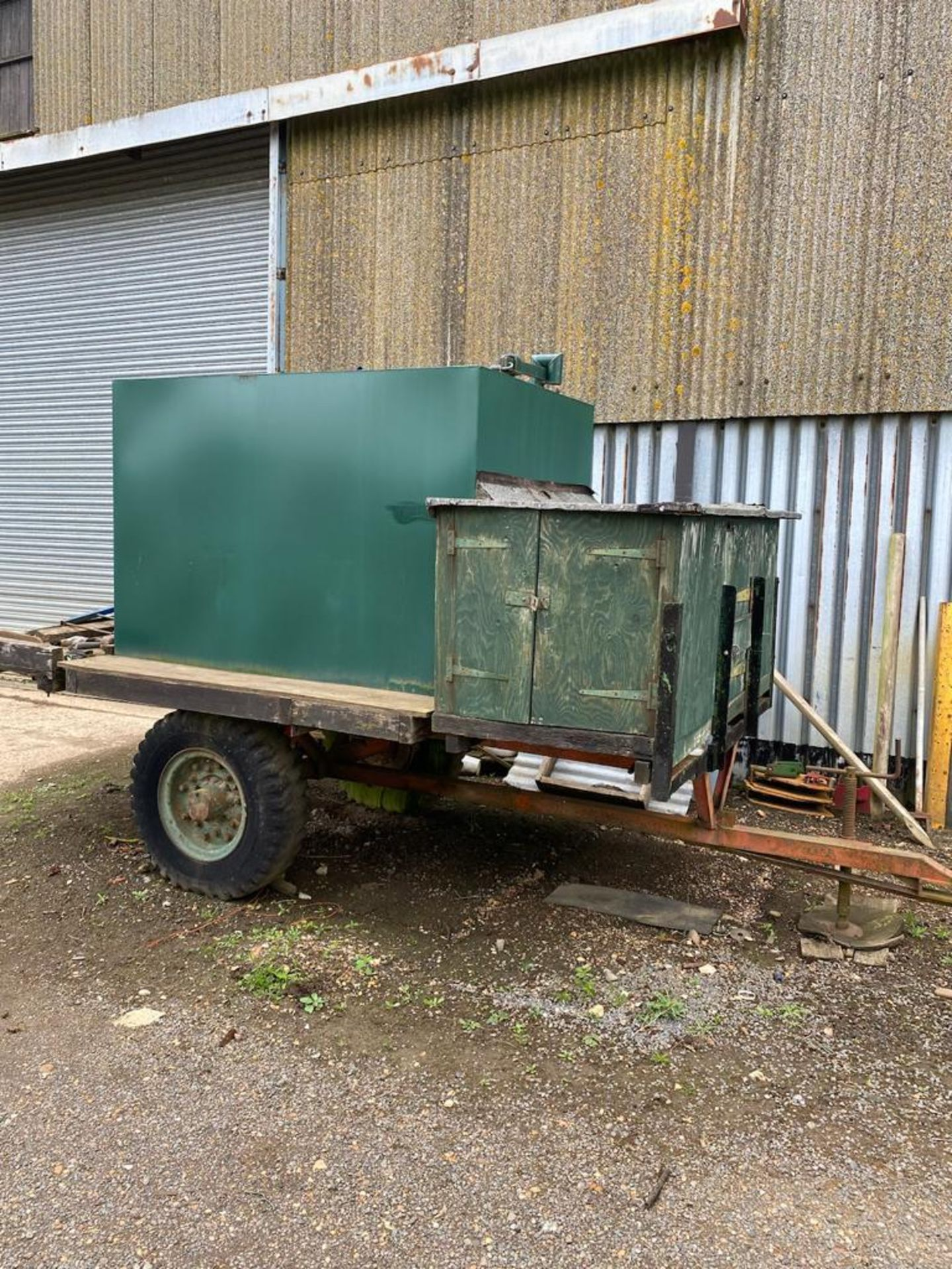10 ft single axle trailer, metal floor with 800gal metal tank and 12v electric pump - Image 7 of 7