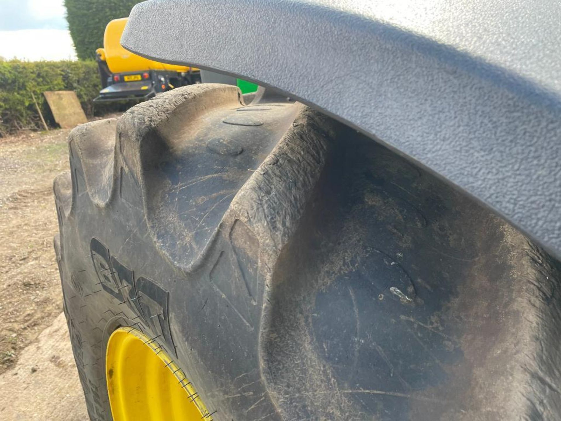 2011 John Deere 8245R 40kph Powershift with 4 electric spools, TLS front suspension and 900kg front - Image 9 of 18