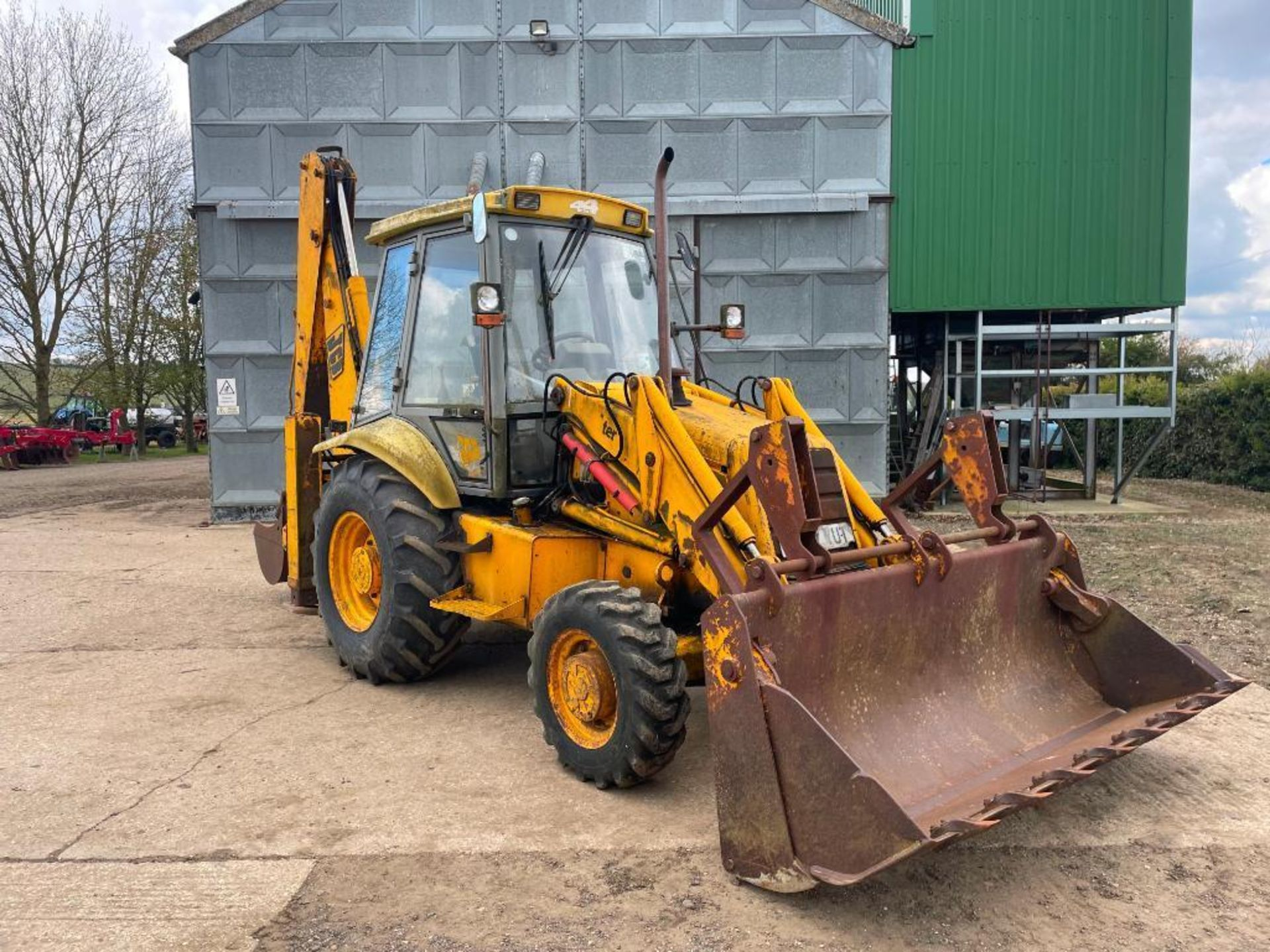 1993 JCB 3CX Sitemaster 4wd back hoe loader with 3 in 1 bucket on 10.5/80-18 front and 18.4-26 rear - Image 3 of 14