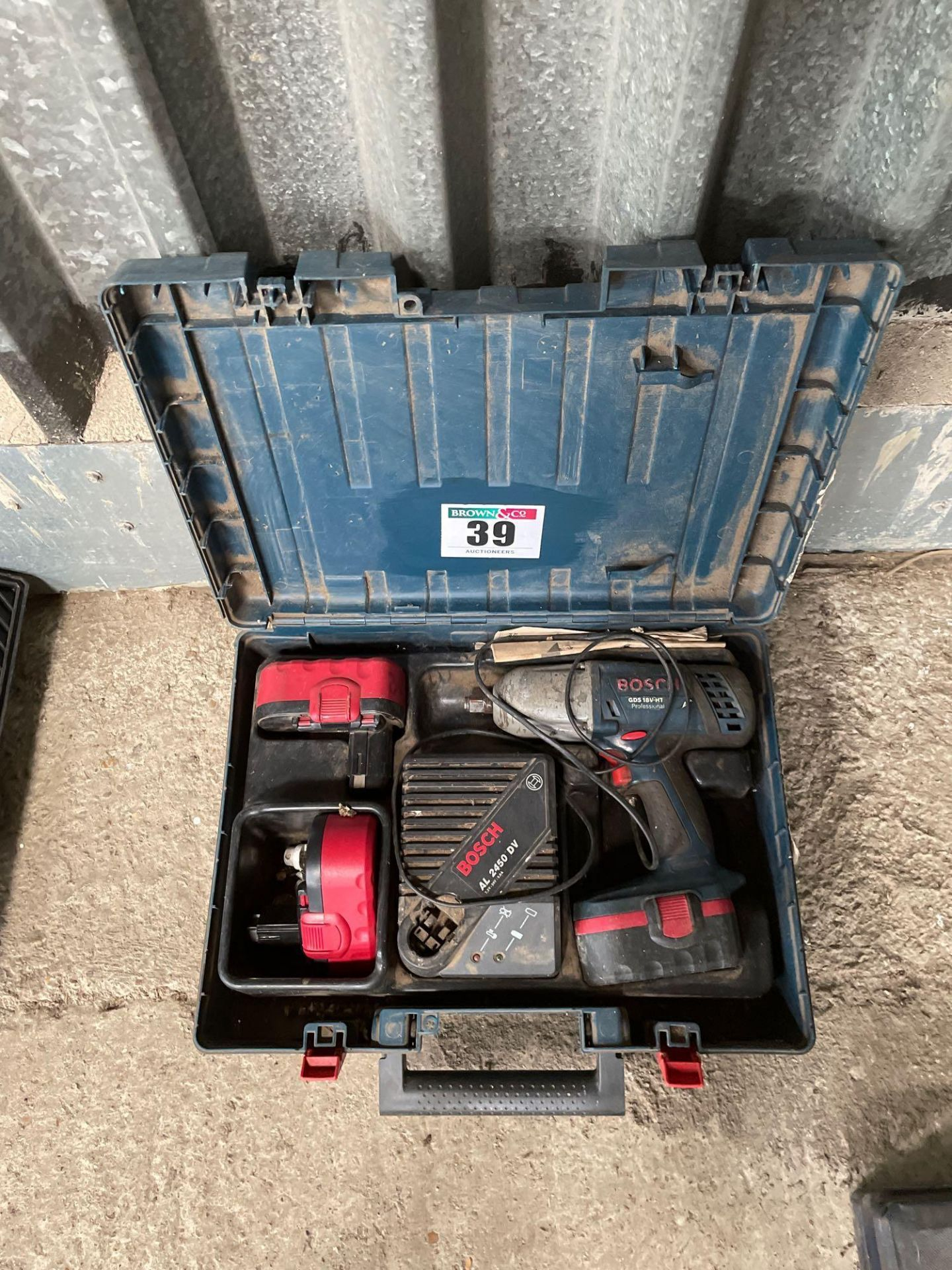 Bosch GDS 18V - HT impact wrench gun 3 batteries and charger. NB: Manual in Office
