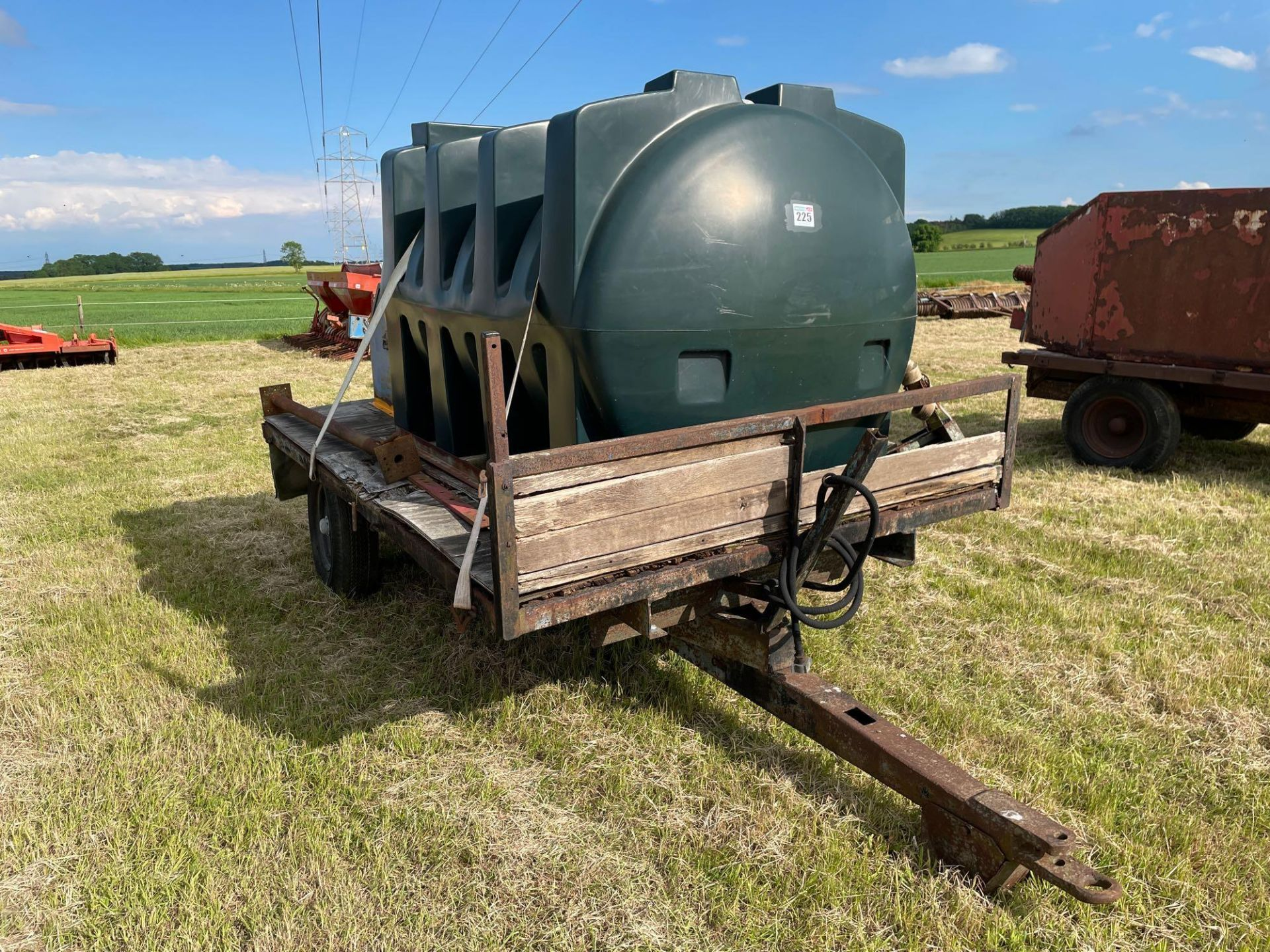 10 ft single axle trailer, wooden floor with 2500l plastic tank 12v electric pump
