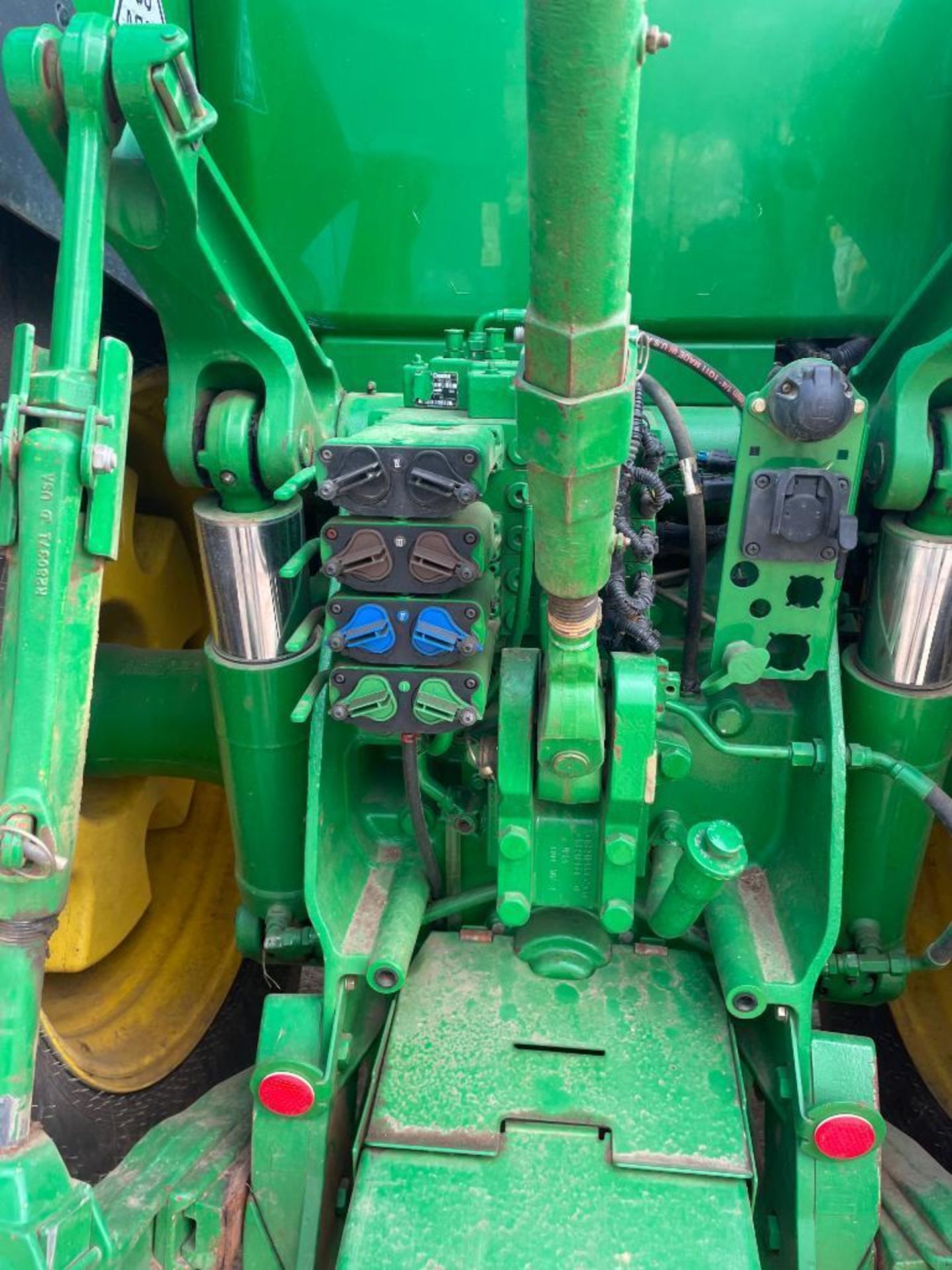 2011 John Deere 8245R 40kph Powershift with 4 electric spools, TLS front suspension and 900kg front - Image 7 of 18