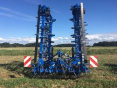 2018 New Holland 7.5m pig tail drag c/w leveling board and crumbling bar.