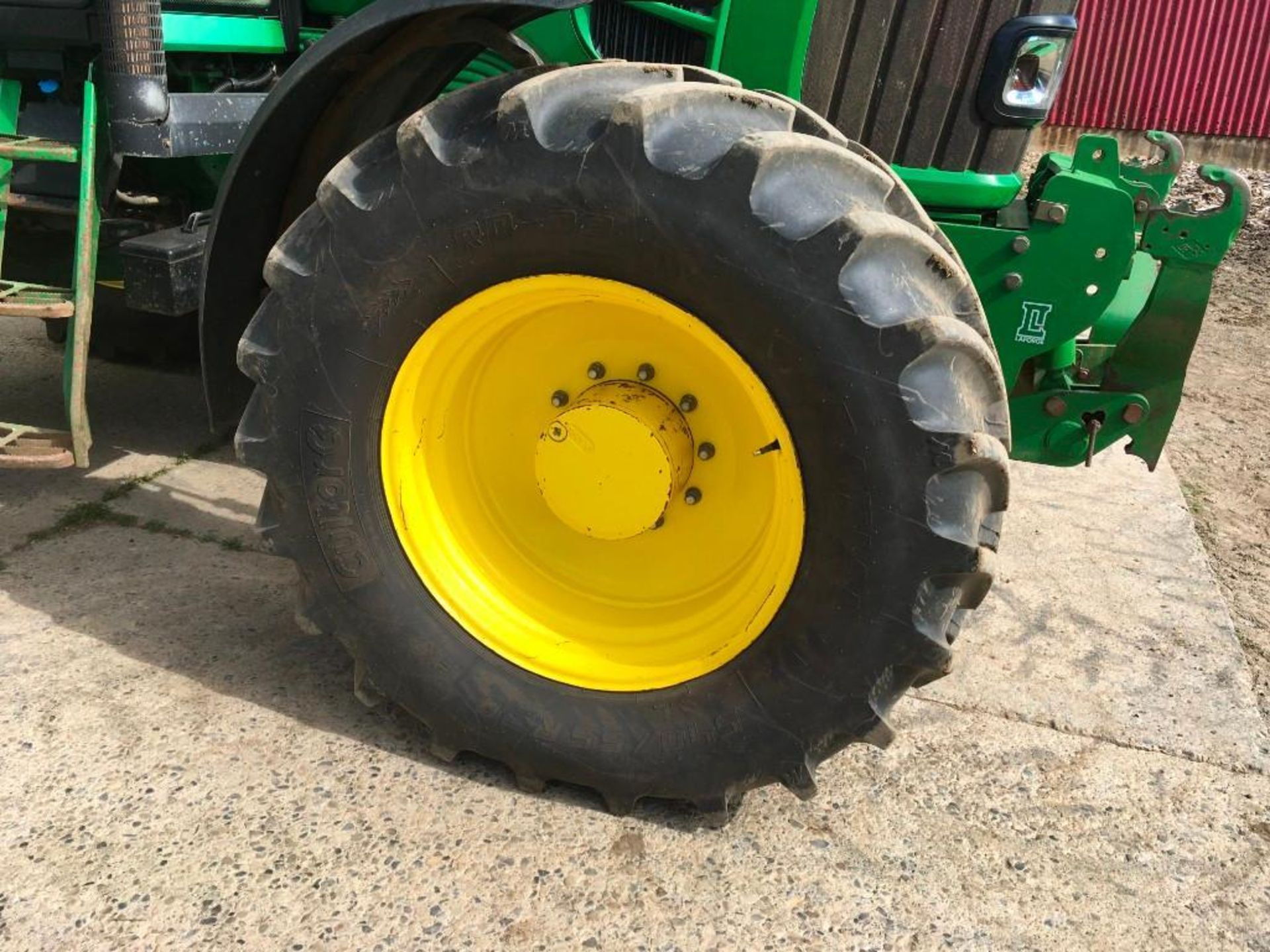 2008 John Deere 7530 tractor with auto quad gear box, 4 spool valves, pick up hitch, air seat, front - Image 7 of 14