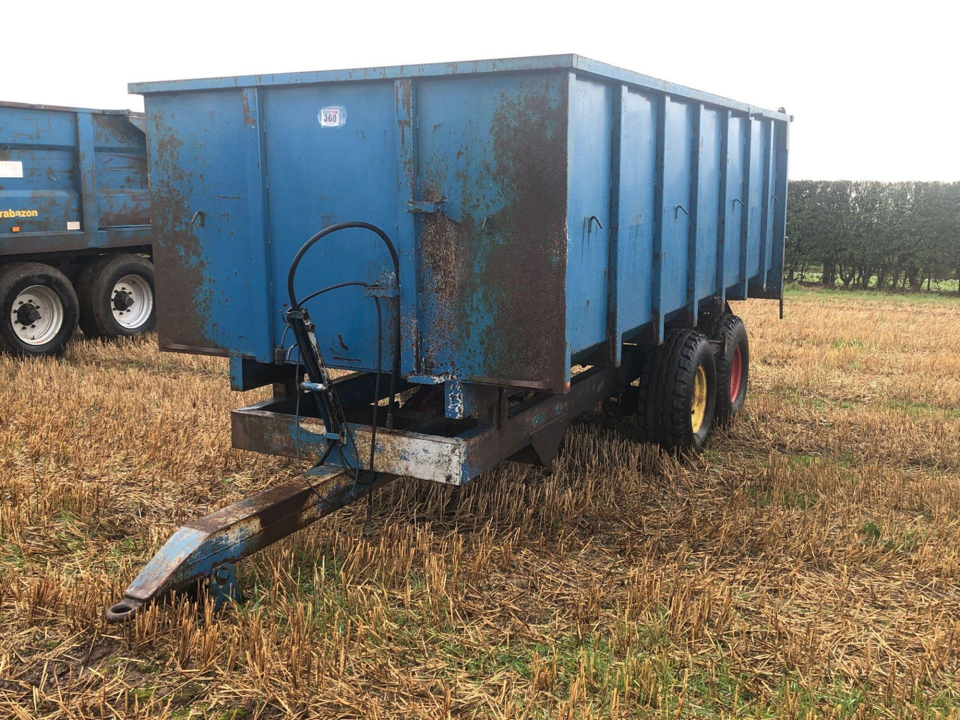 8t twin axle trailer with manual rear door and grain chute. C/w silage sides. On 12.5/80-15.3 wheels - Image 3 of 8