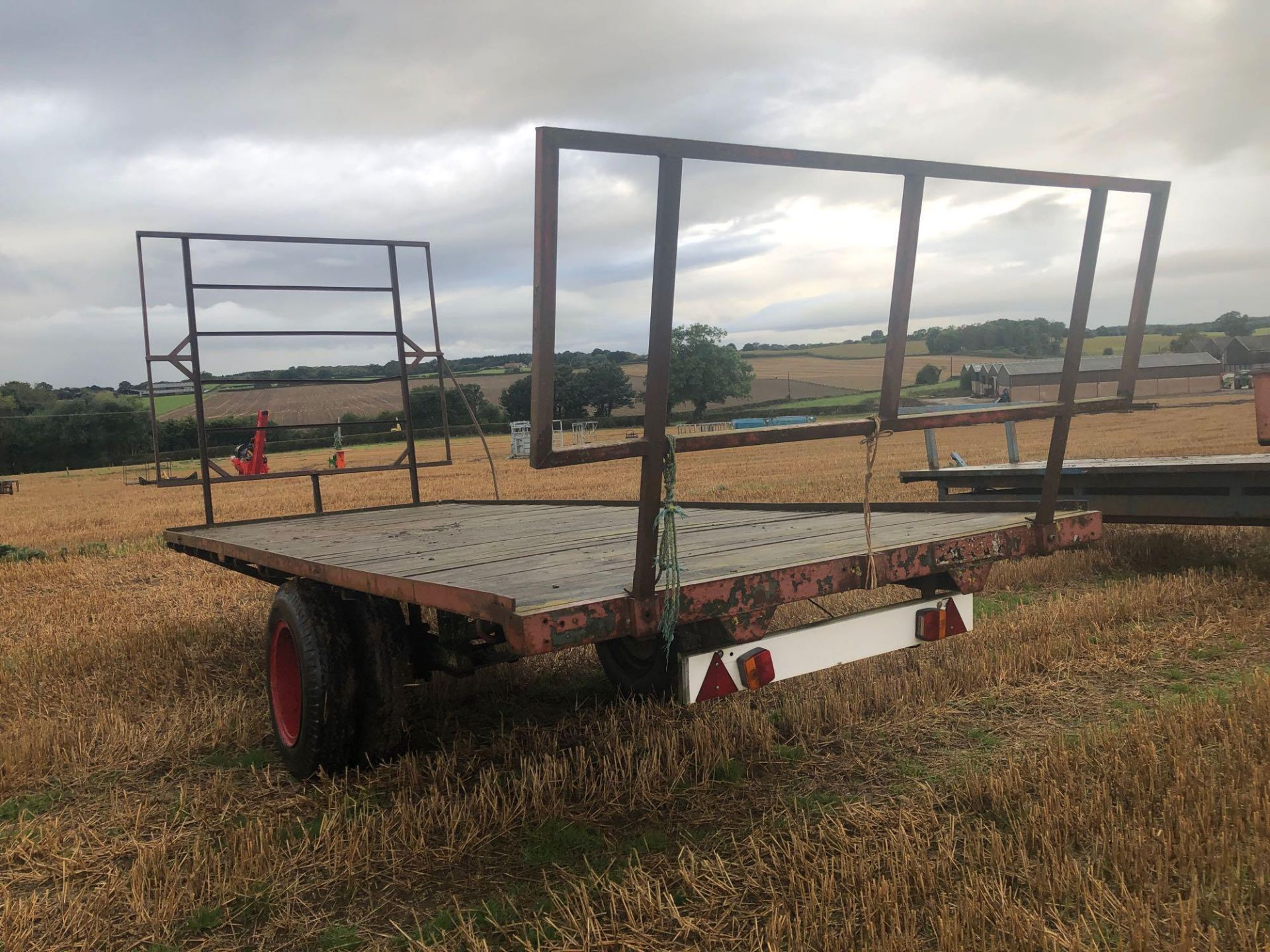 Homemade single axle 20ft flatbed trailer. C/w front and rear raves - Image 4 of 4