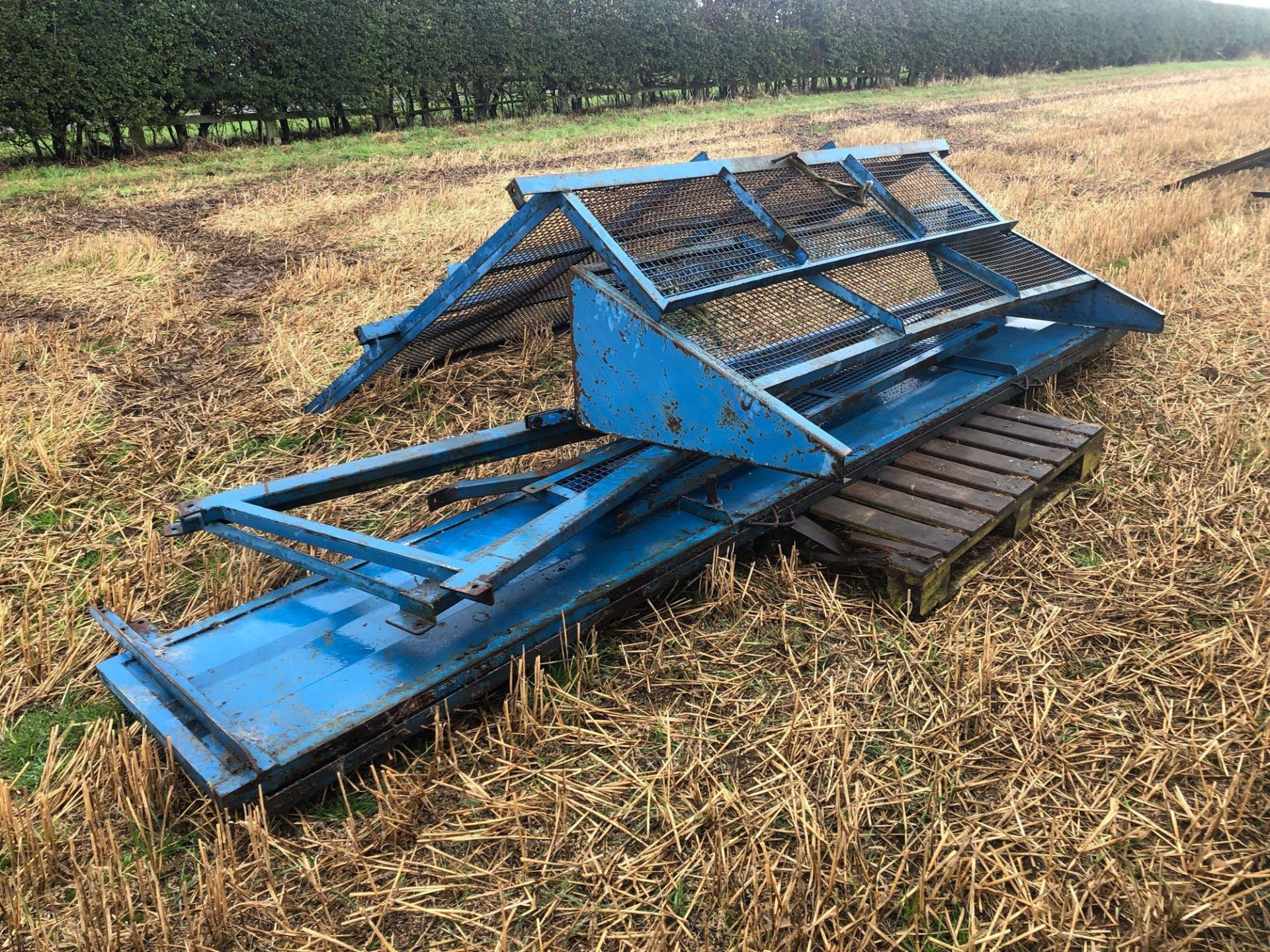 8t twin axle trailer with manual rear door and grain chute. C/w silage sides. On 12.5/80-15.3 wheels - Image 8 of 8