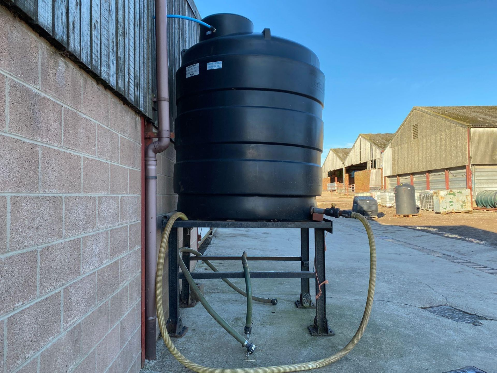 Paxton CT1000 water tank with metal stand - Image 2 of 2