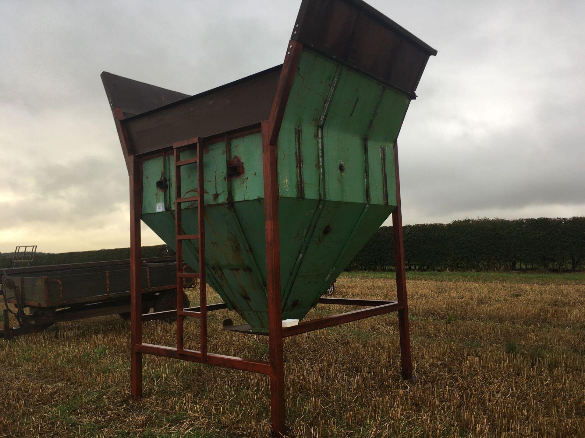 Freestanding 5t grain hopper - Image 3 of 5