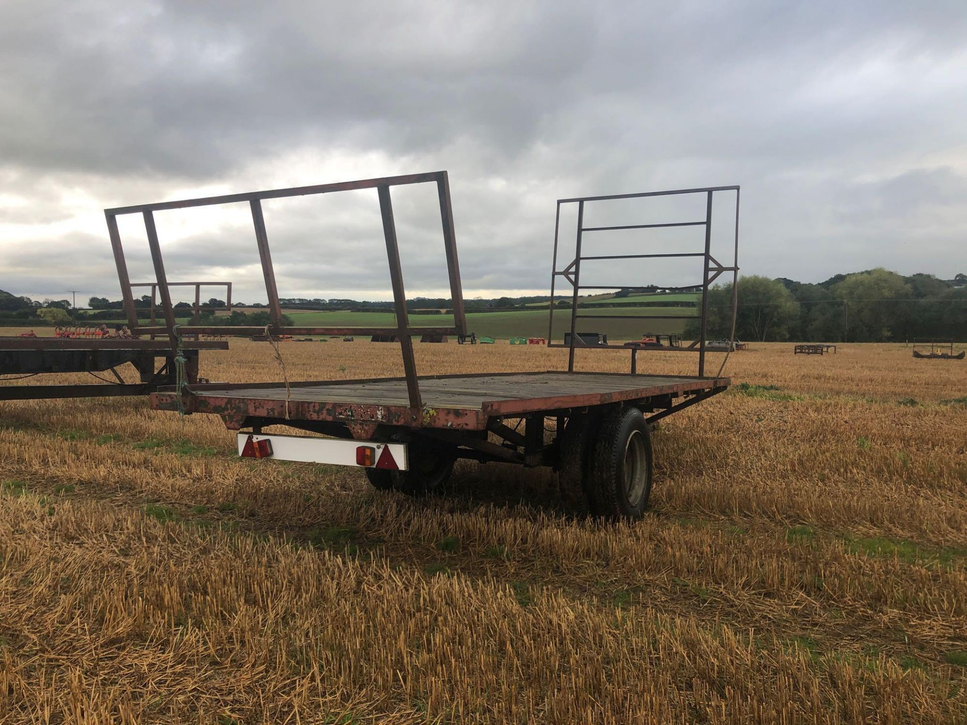 Homemade single axle 20ft flatbed trailer. C/w front and rear raves - Image 3 of 4