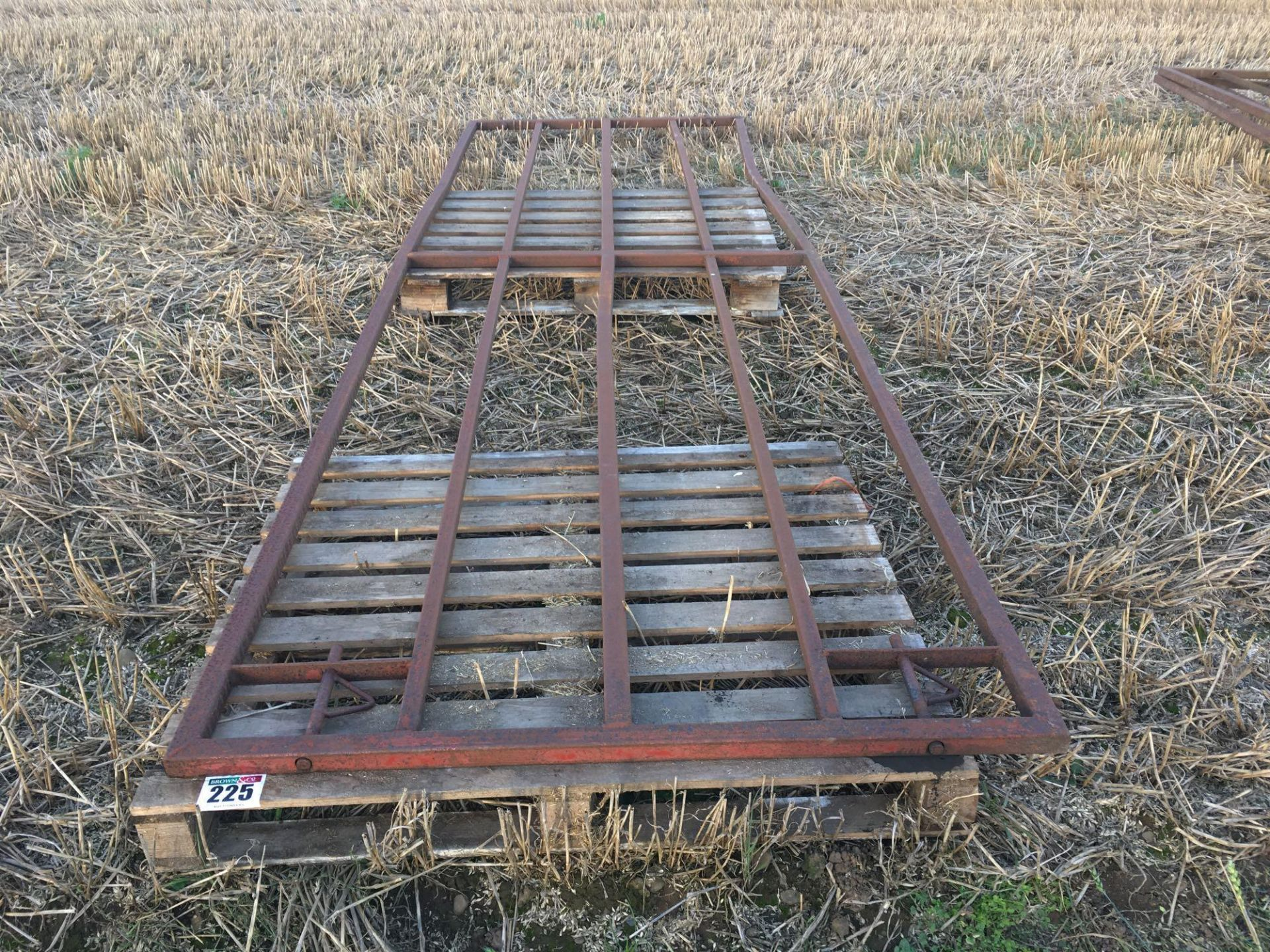 1x 13.5ft (4.1m) barrier