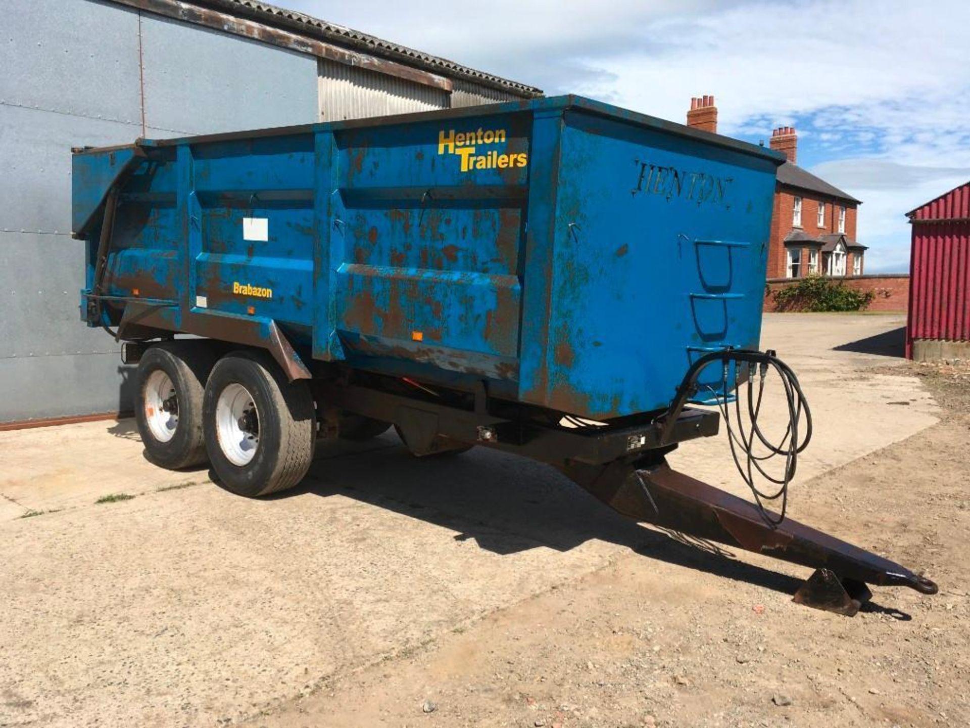 AA Henton & Son 12t twin axle trailer, hydraulic rear door, manual grain chute, sprung draw bar on 3 - Image 7 of 10