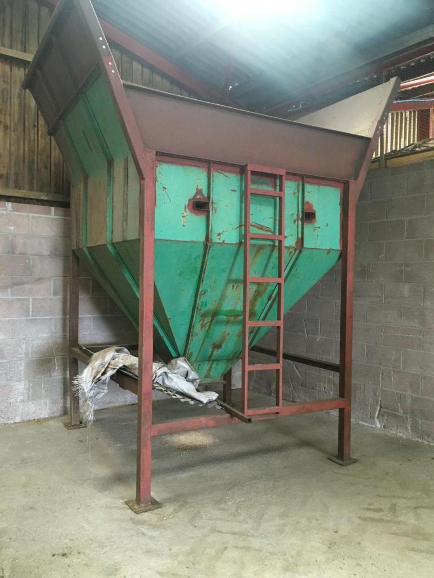 Freestanding 5t grain hopper - Image 5 of 5