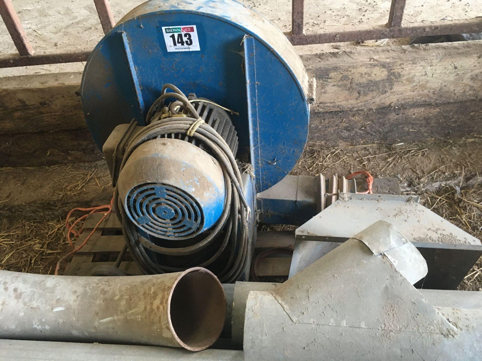 Electrical fan and Kongskildesucker blower pipes - Image 2 of 2