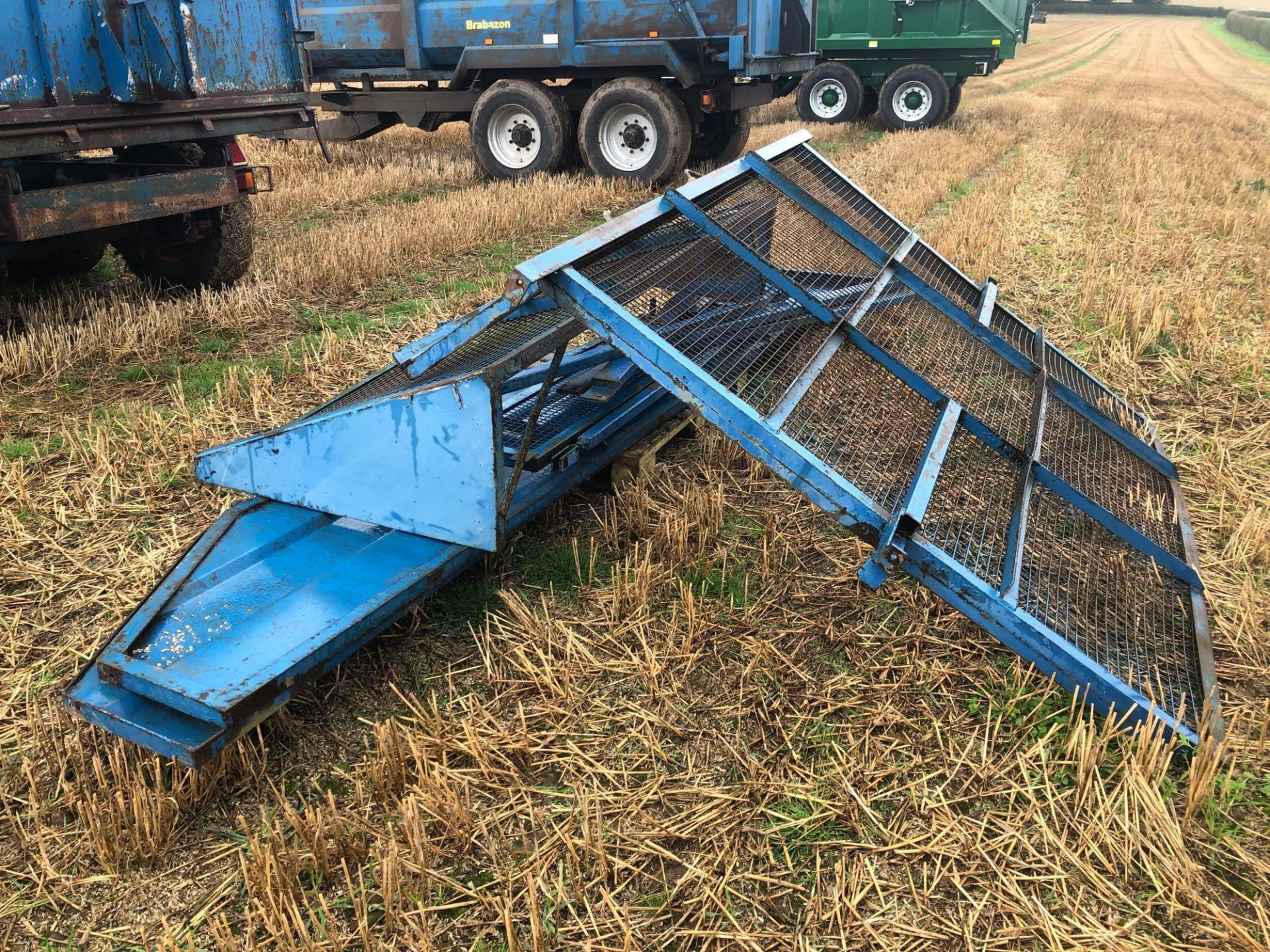 8t twin axle trailer with manual rear door and grain chute. C/w silage sides. On 12.5/80-15.3 wheels - Image 6 of 8