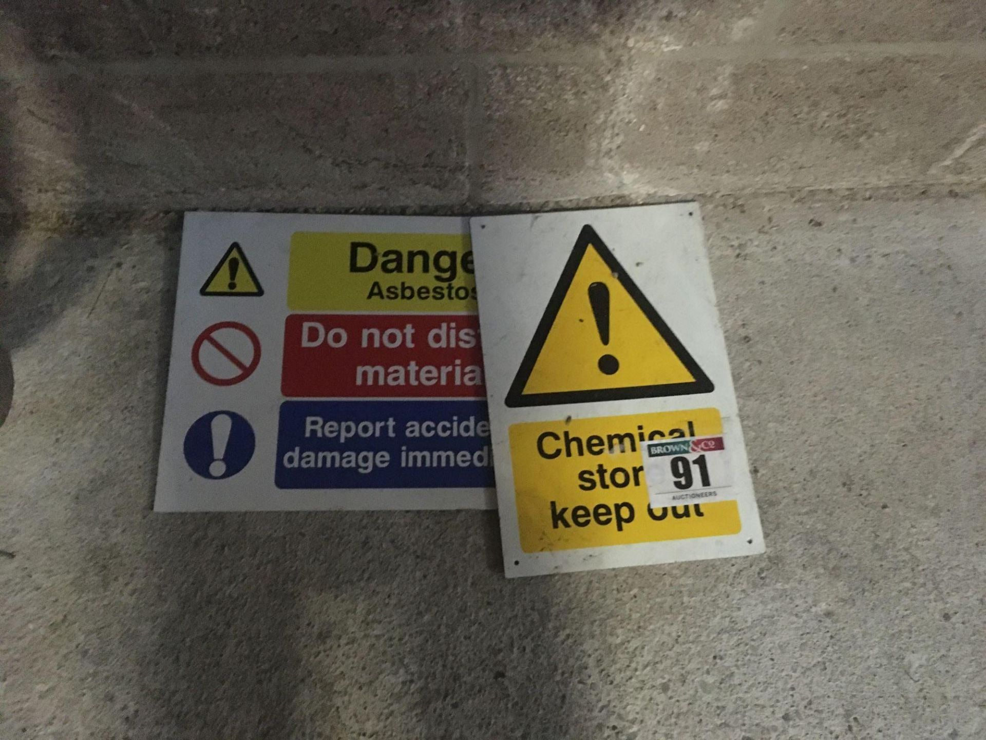 Quantity of warning signs