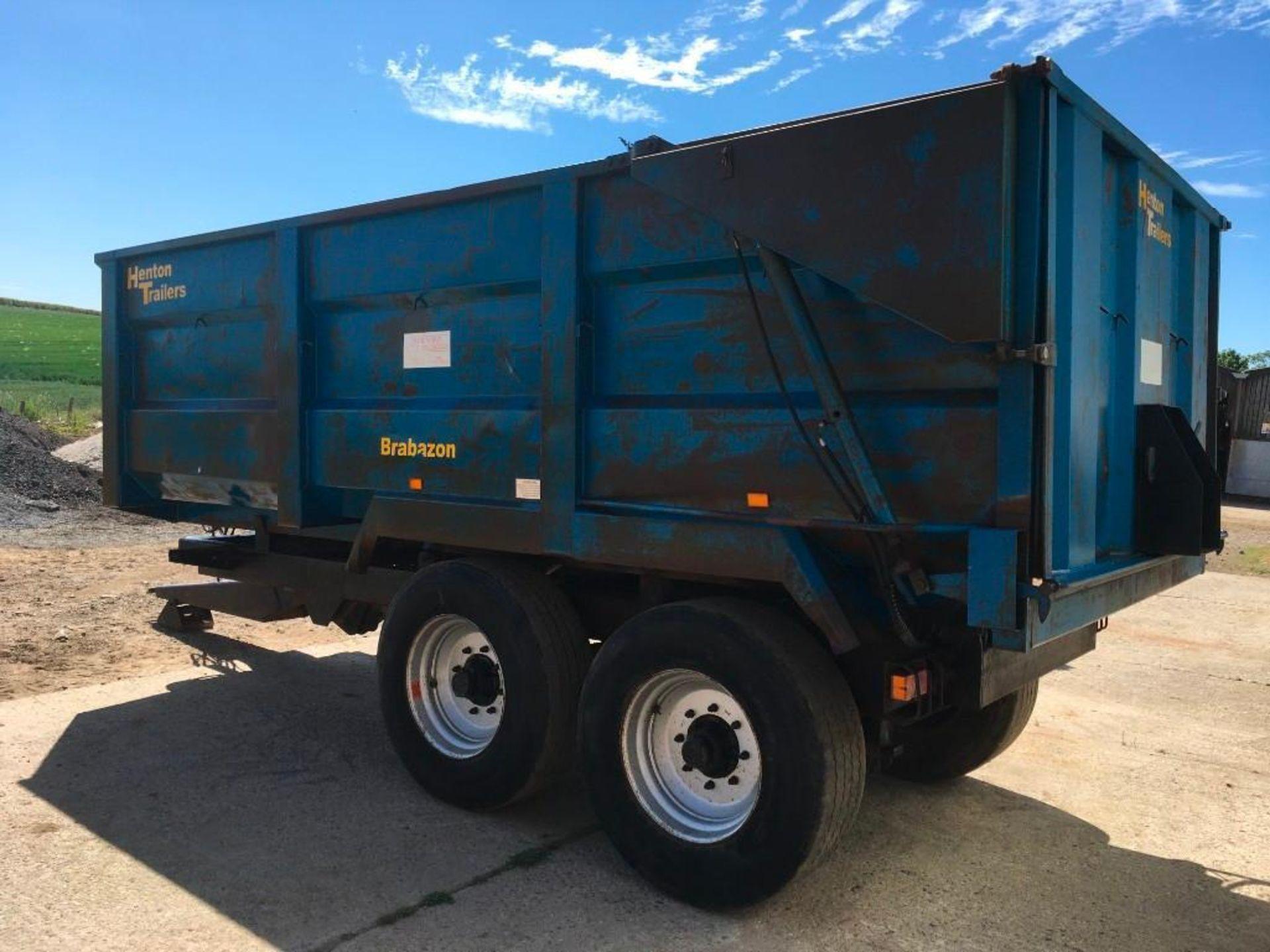 AA Henton & Son 12t twin axle trailer, hydraulic rear door, manual grain chute, sprung draw bar on 3 - Image 4 of 10