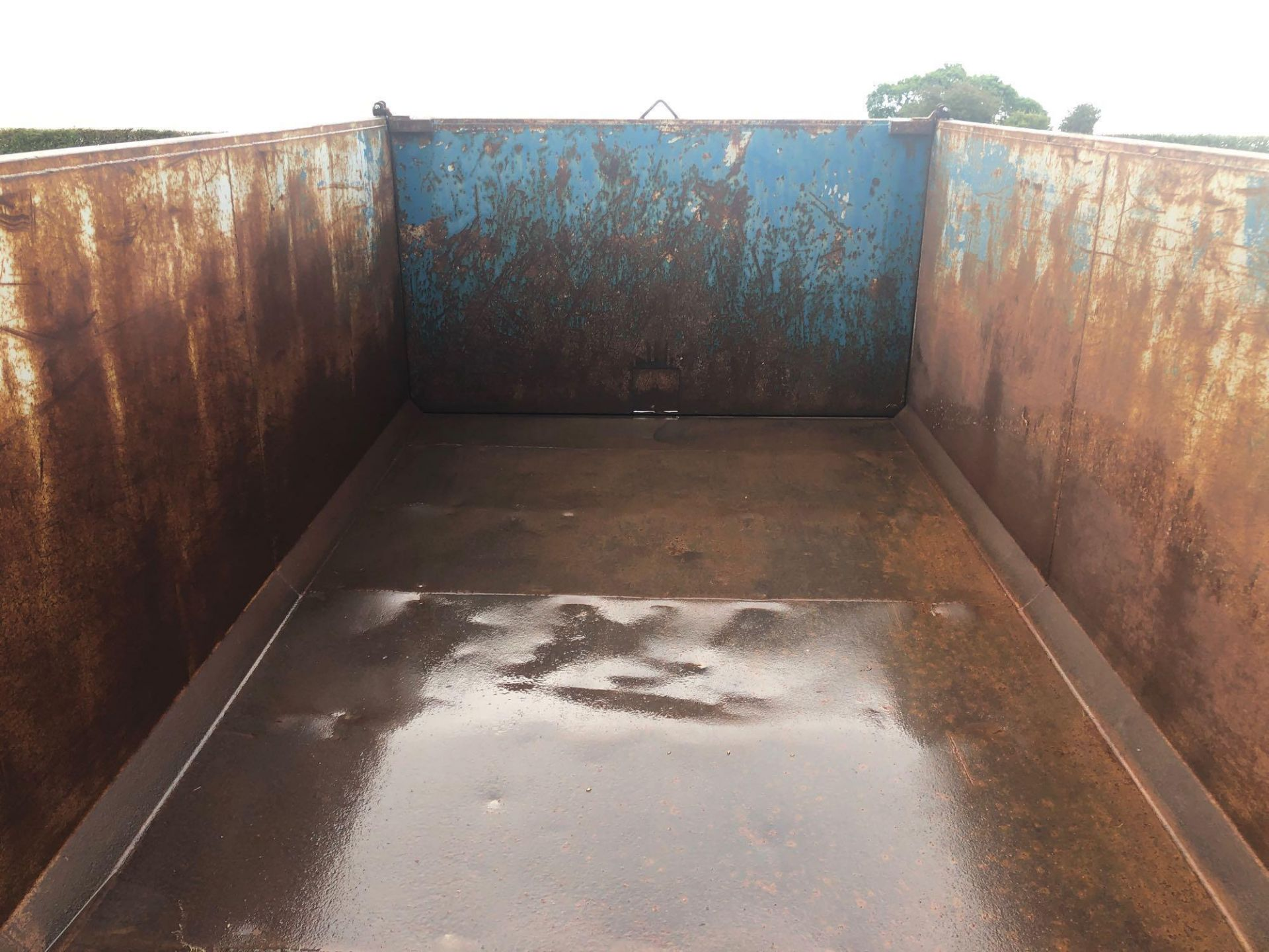 8t twin axle trailer with manual rear door and grain chute. C/w silage sides. On 12.5/80-15.3 wheels - Image 5 of 8