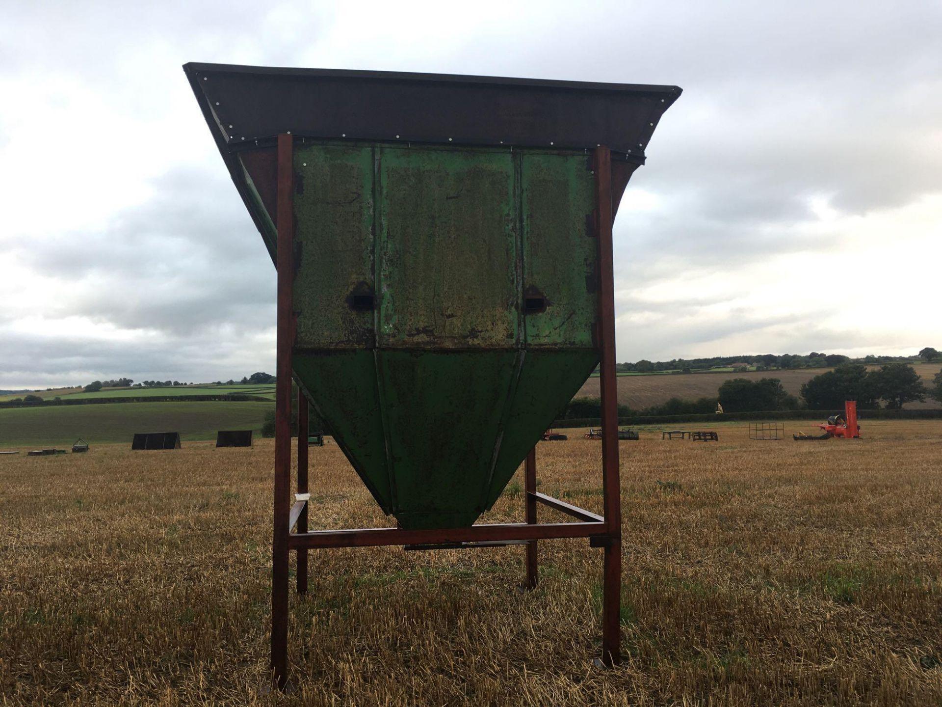 Freestanding 5t grain hopper - Image 4 of 5