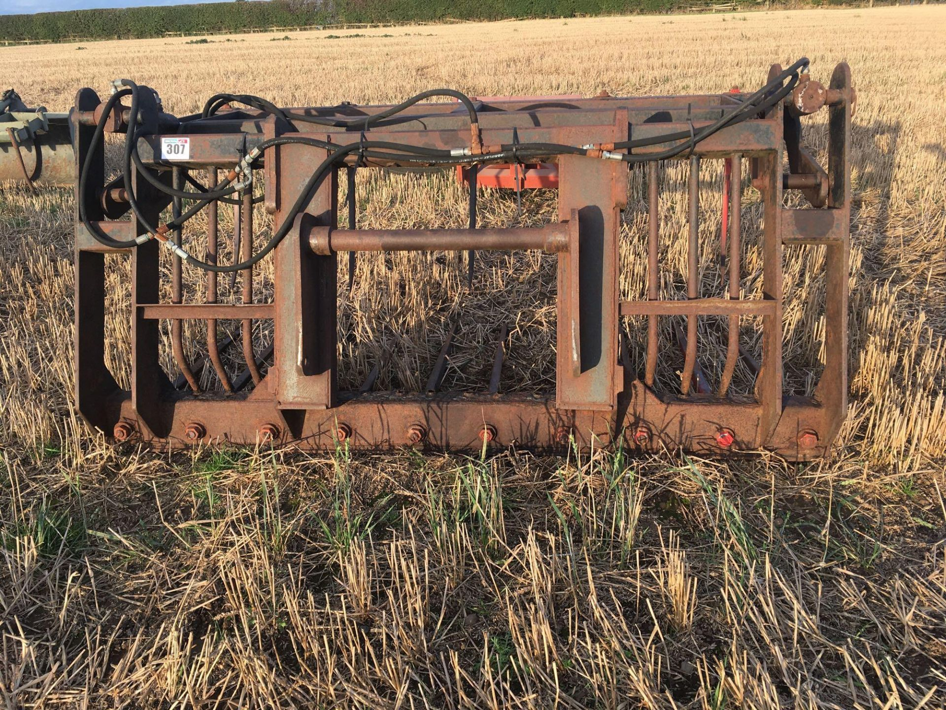 J T Engineering muck grab to fit Manitou