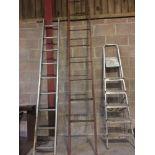 Metal ladder (red)