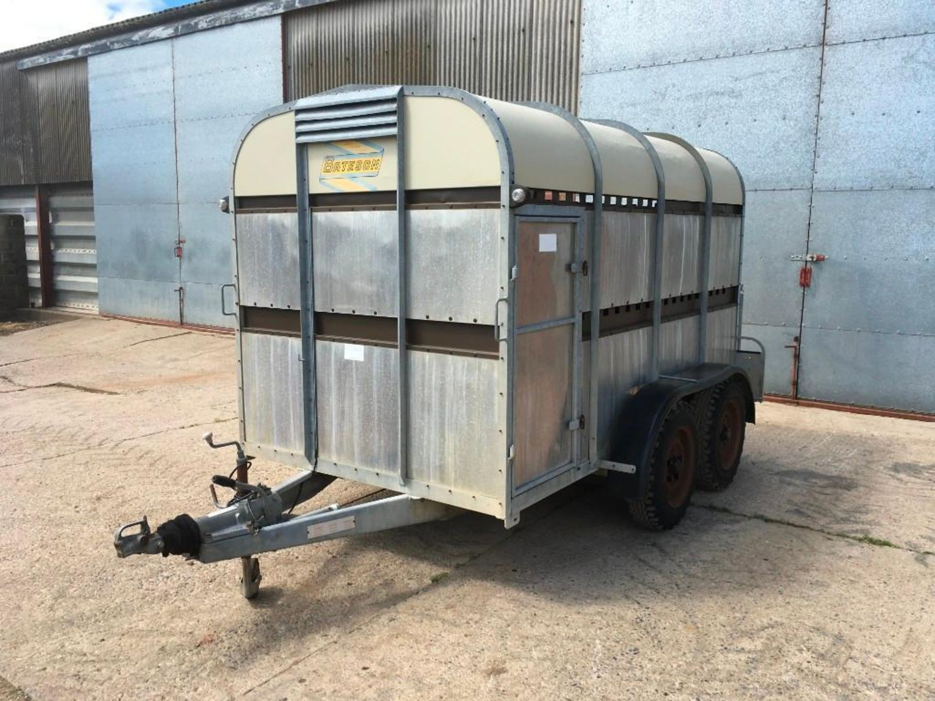1996 Bateson Trailers 45LT twin axle livestock box, sprung rear door, side door, home made calf part - Image 8 of 14