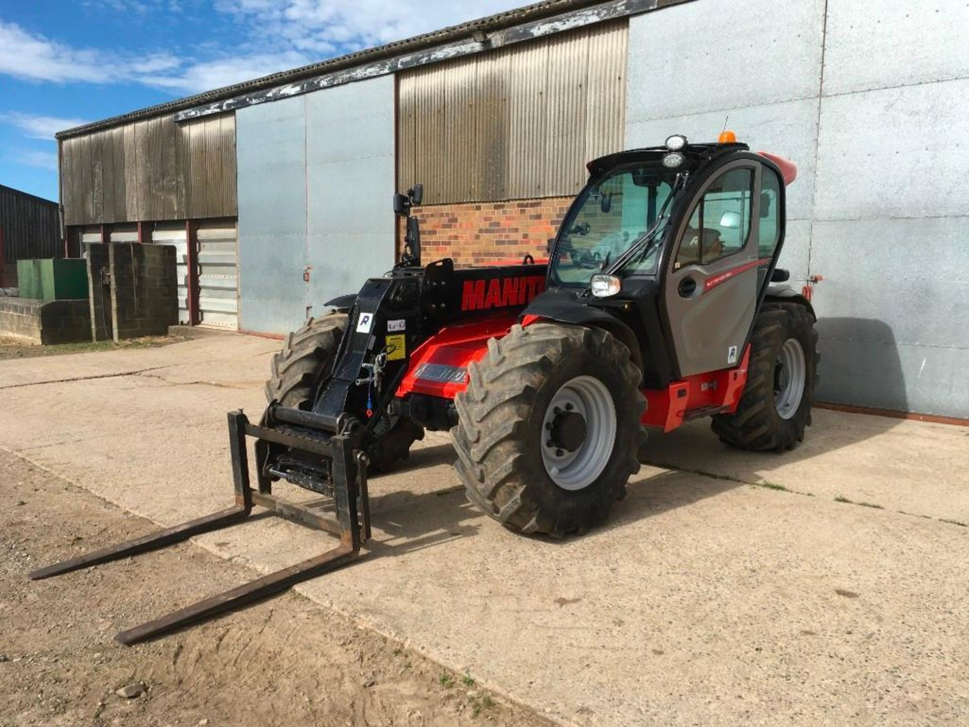 2017 Manitou MLT 737-130 PS+ Elite telehandler with rear pick up hitch, power shift, air seat, elect - Image 6 of 22