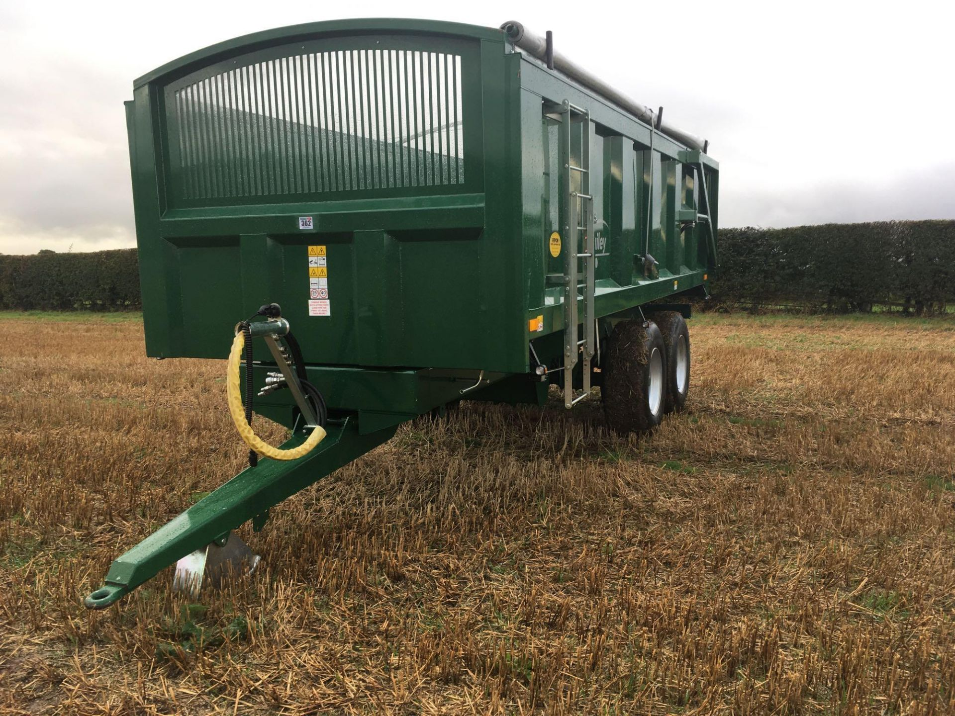 2018 Bailey 14t twin axle trailer, hydraulic back door, manual grain chute, rollover sheet, sprung d - Image 2 of 17