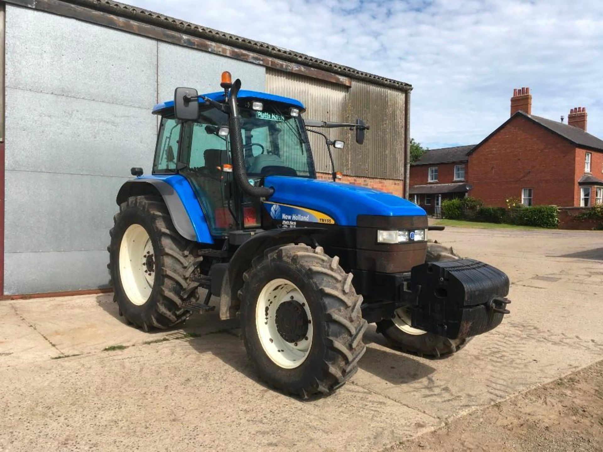 2007 New Holland TM155 tractor with range command gear box, 4 spool valves, push out pick up hitch, - Image 4 of 12